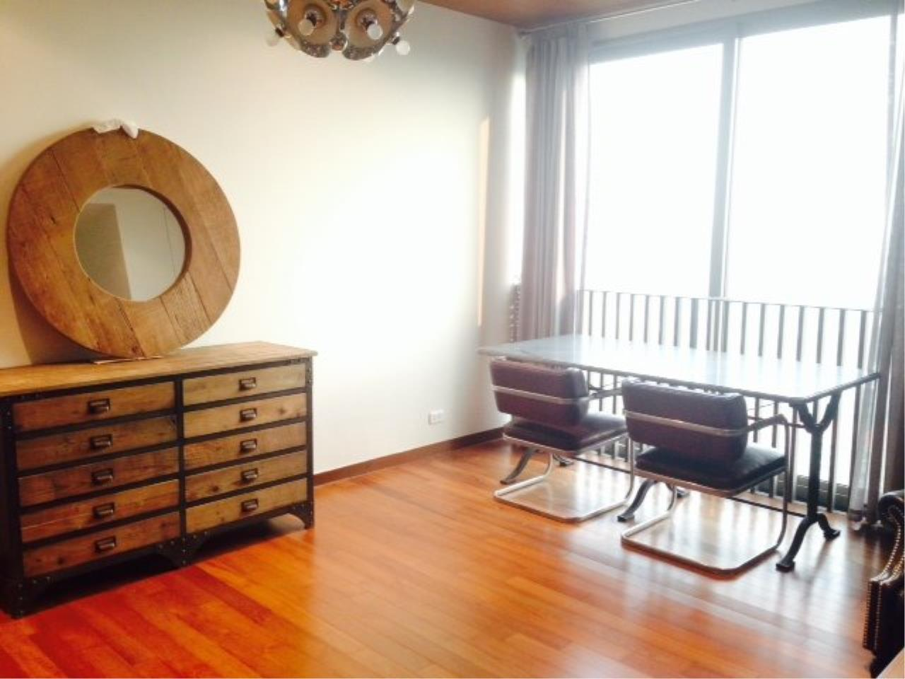 Piri Property Agency's Bright 2 Bedrooms Condo in the Ashton Building for rent on high floor 3