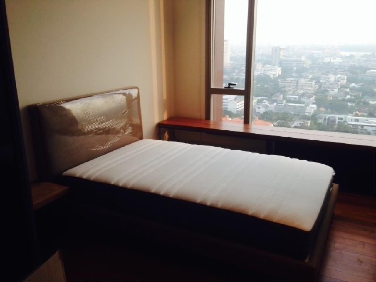 Piri Property Agency's Bright 2 Bedrooms Condo in the Ashton Building for rent on high floor 5