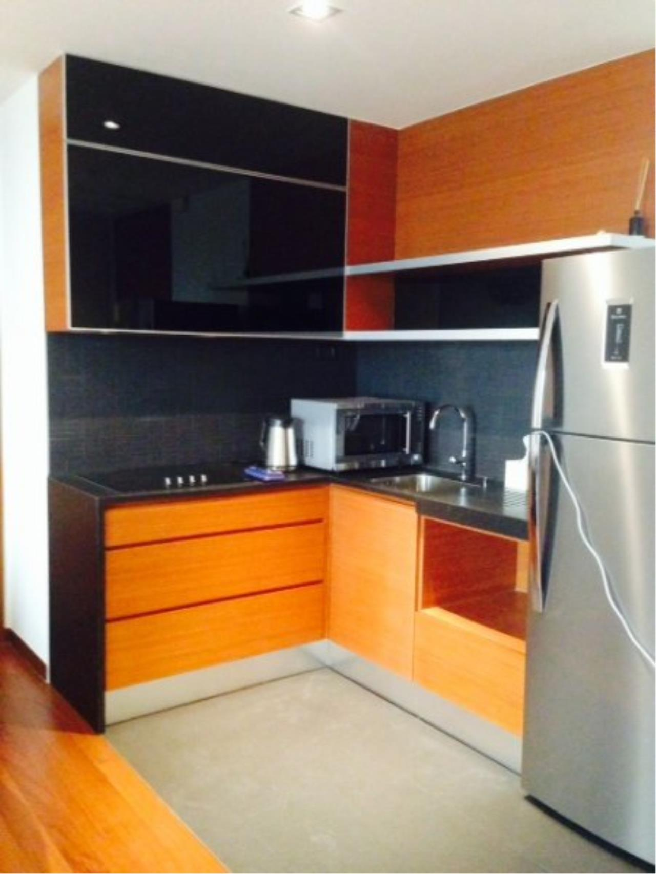 Piri Property Agency's Bright 2 Bedrooms Condo in the Ashton Building for rent on high floor 6