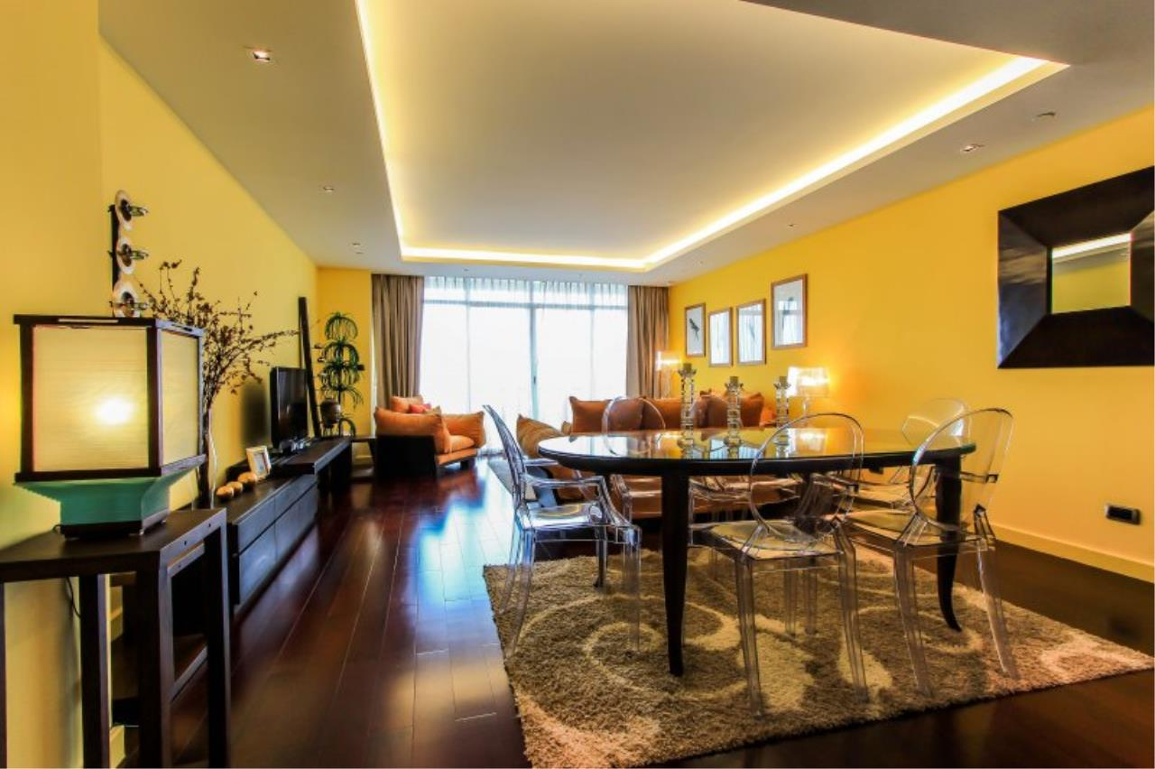 Piri Property Agency's Chic 3 Bedrooms Condo in the Le Monaco building for rent on high floor 1