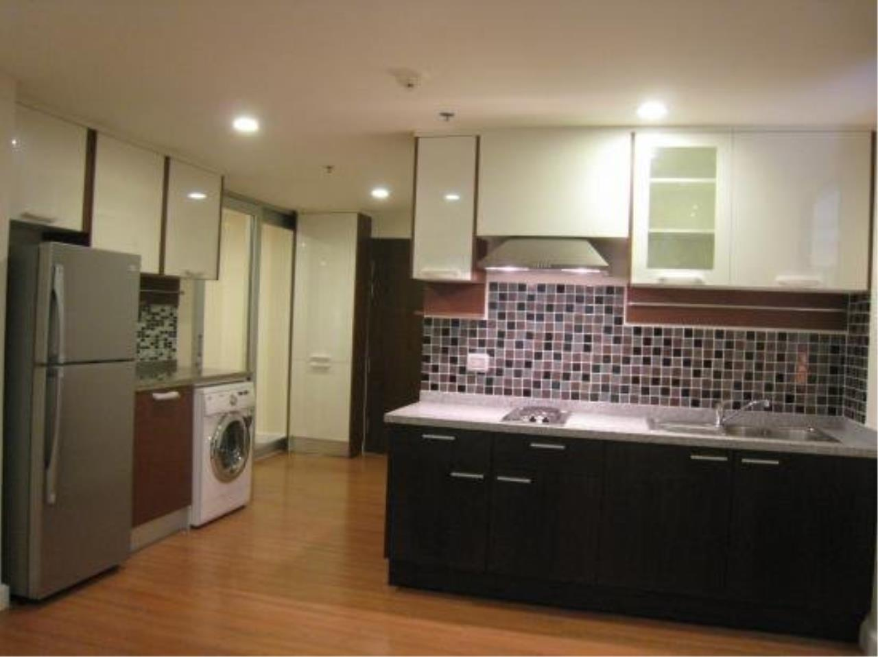 Piri Property Agency's Modern 2 Bedrooms in the The Trendy Condo for rent on high floor 4