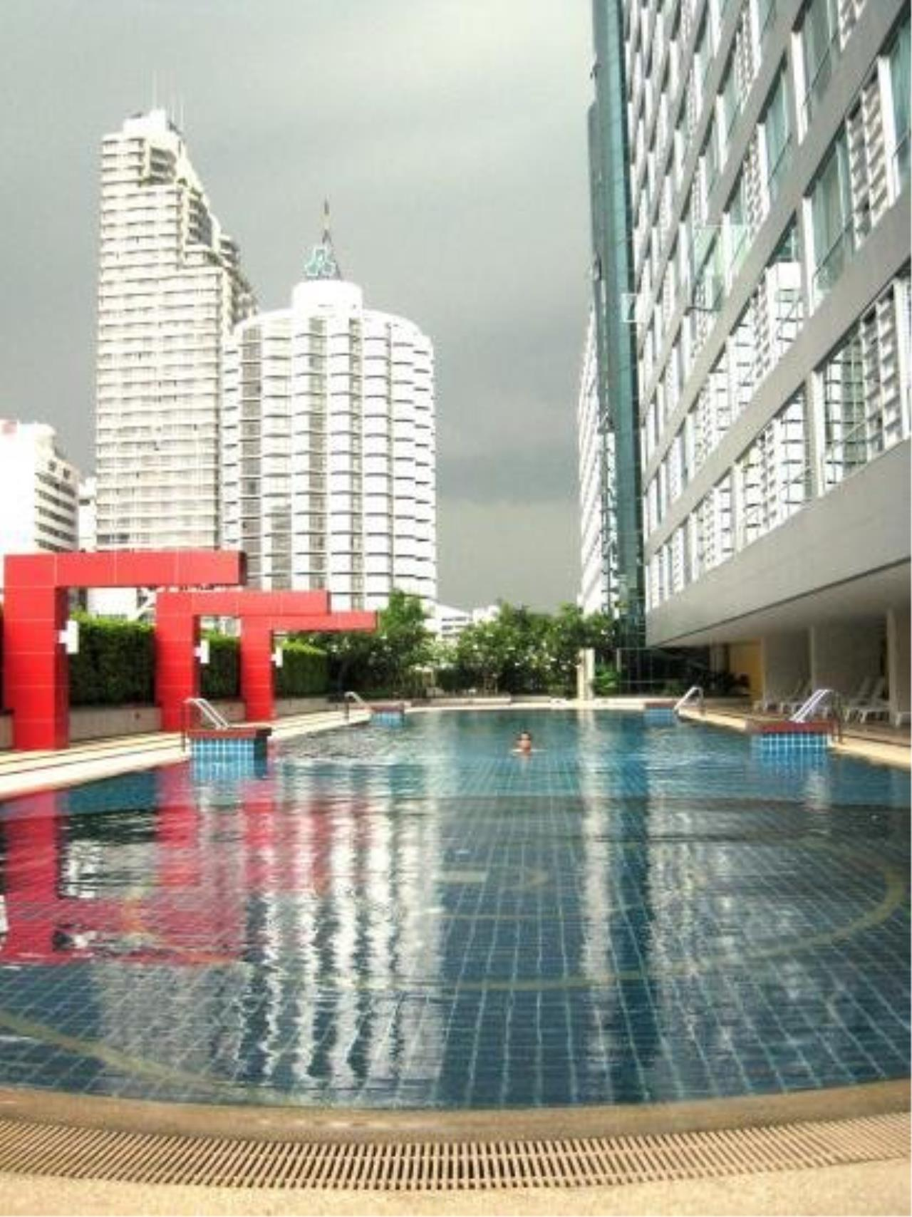Piri Property Agency's Modern 2 Bedrooms in the The Trendy Condo for rent on high floor 5