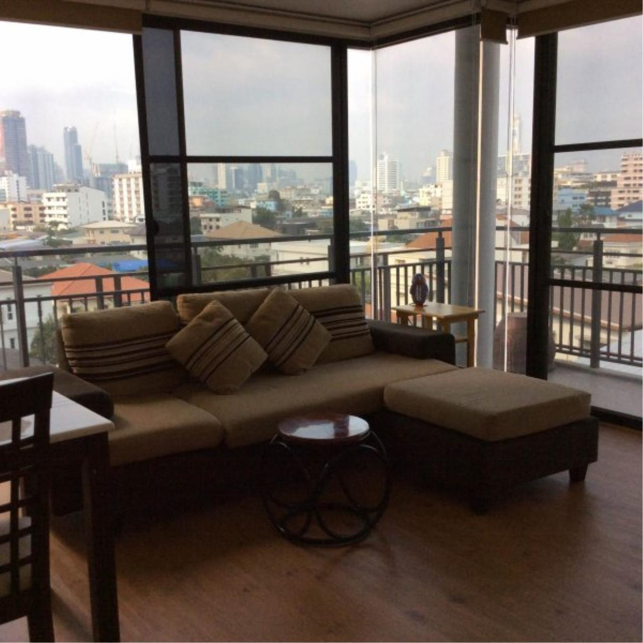 Piri Property Agency's Bright 2 Bedrooms in the Amanta Ratchada Condo for rent on high floor 1