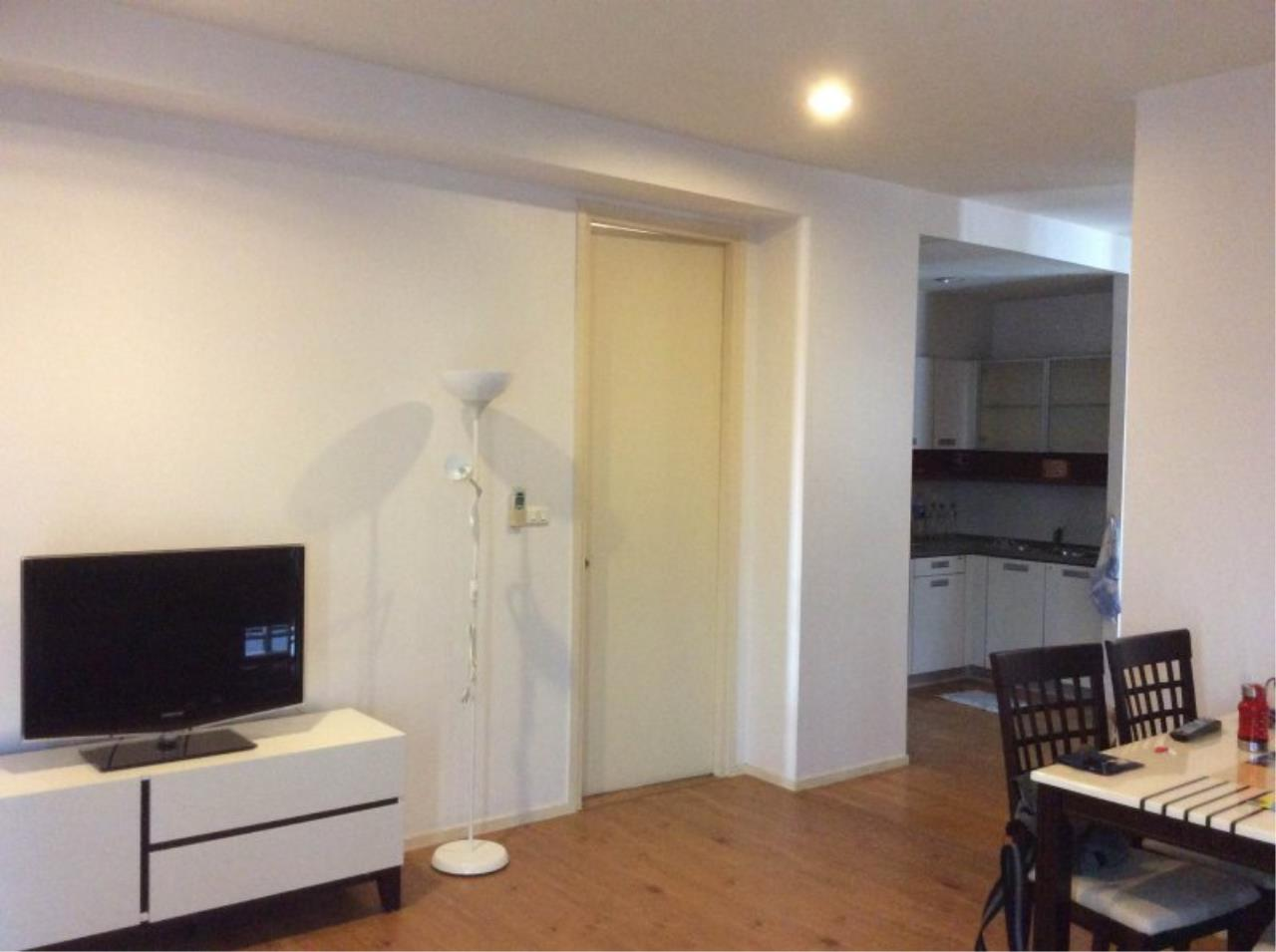 Piri Property Agency's Bright 2 Bedrooms in the Amanta Ratchada Condo for rent on high floor 5