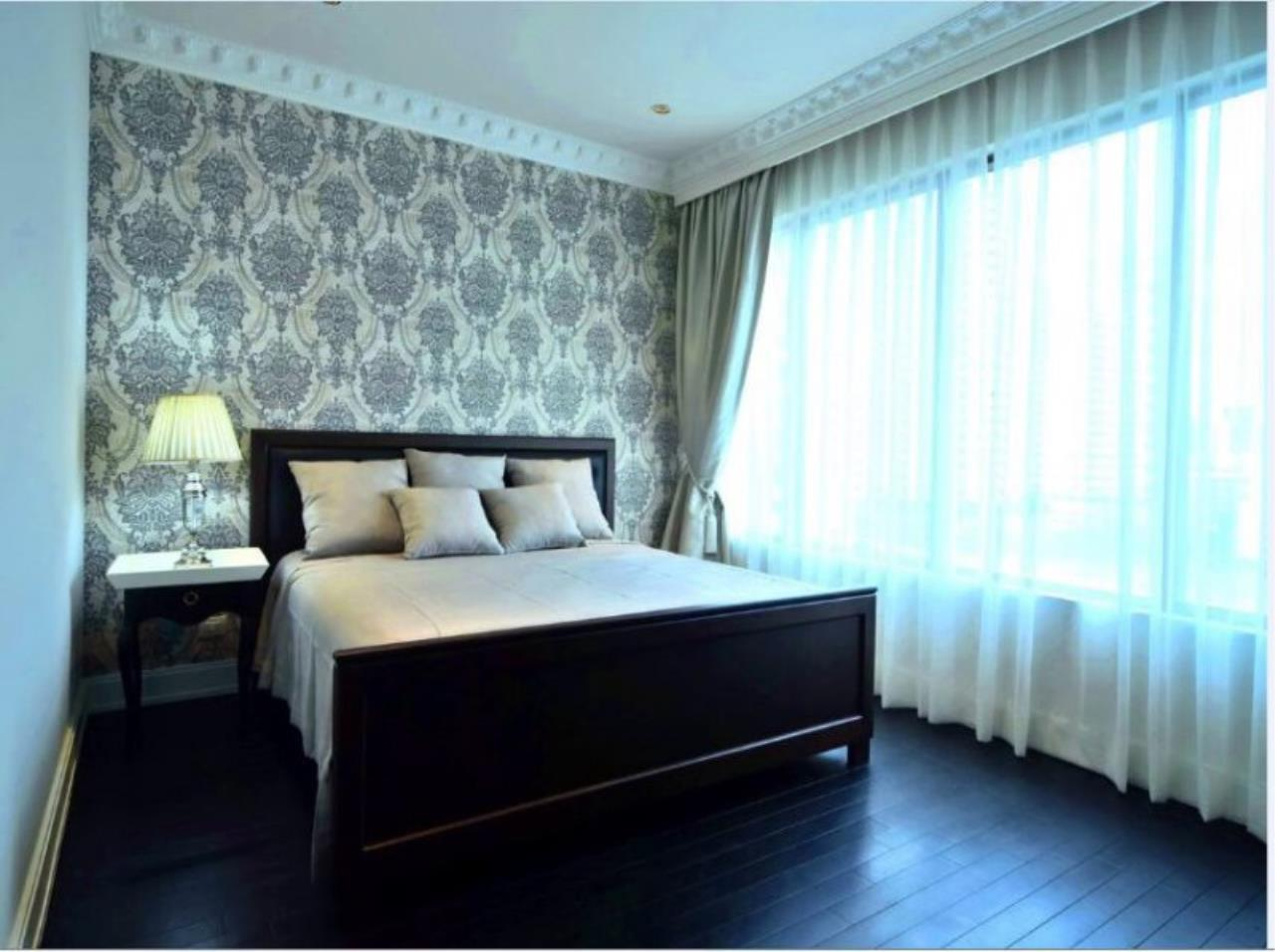 Piri Property Agency's Luxury 2 Bedrooms in the Emporio Place Condo for rent on high floor 4
