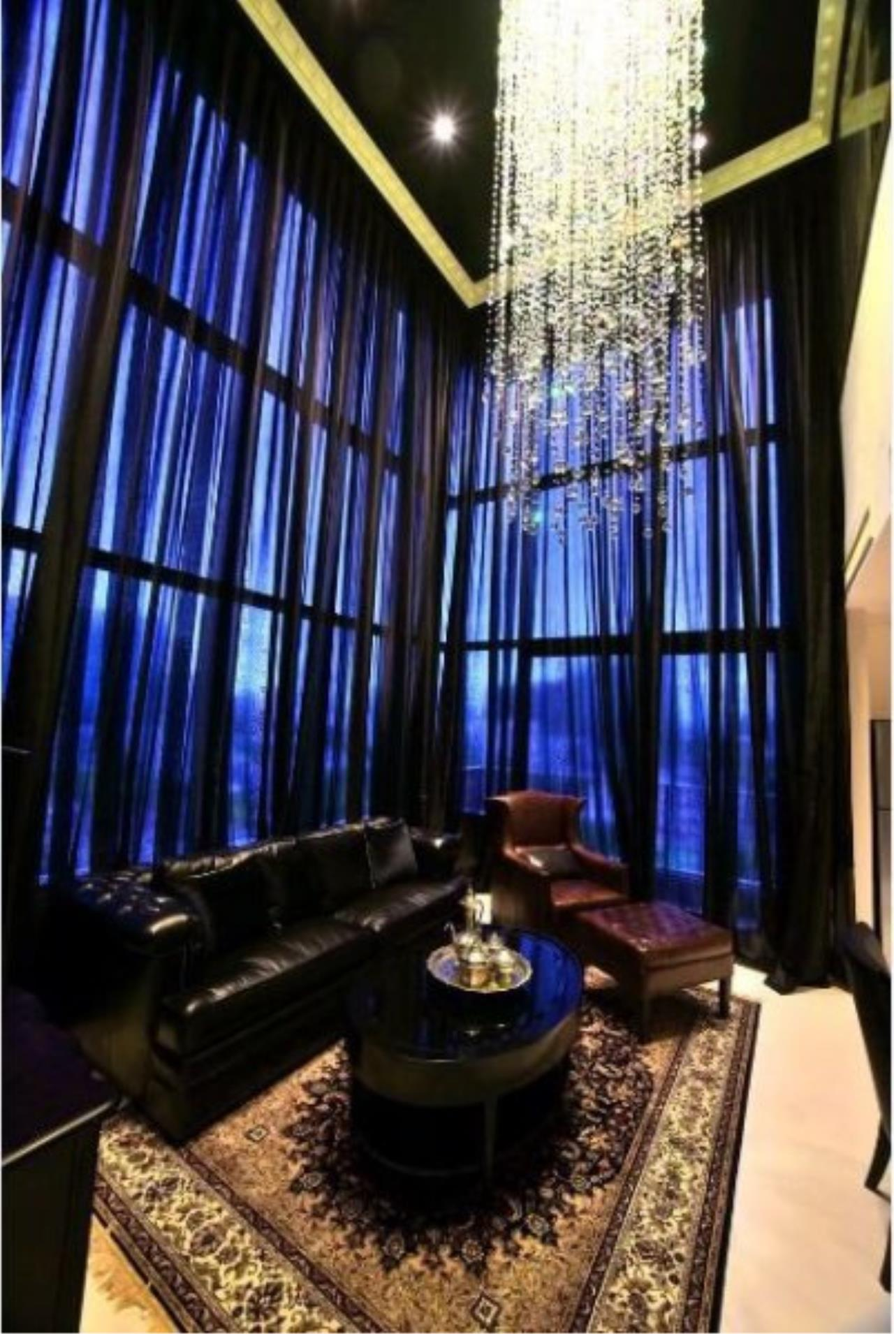 Piri Property Agency's Luxury 2 Bedrooms in the Emporio Place Condo for rent on high floor 5