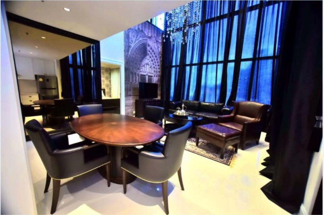 Piri Property Agency's Luxury 2 Bedrooms in the Emporio Place Condo for rent on high floor 6