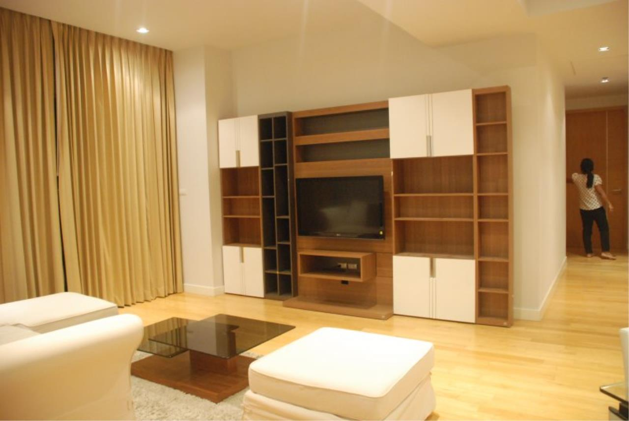 Piri Property Agency's Spacious 2 Bedrooms in the Millennium Residence for rent on high floor 1