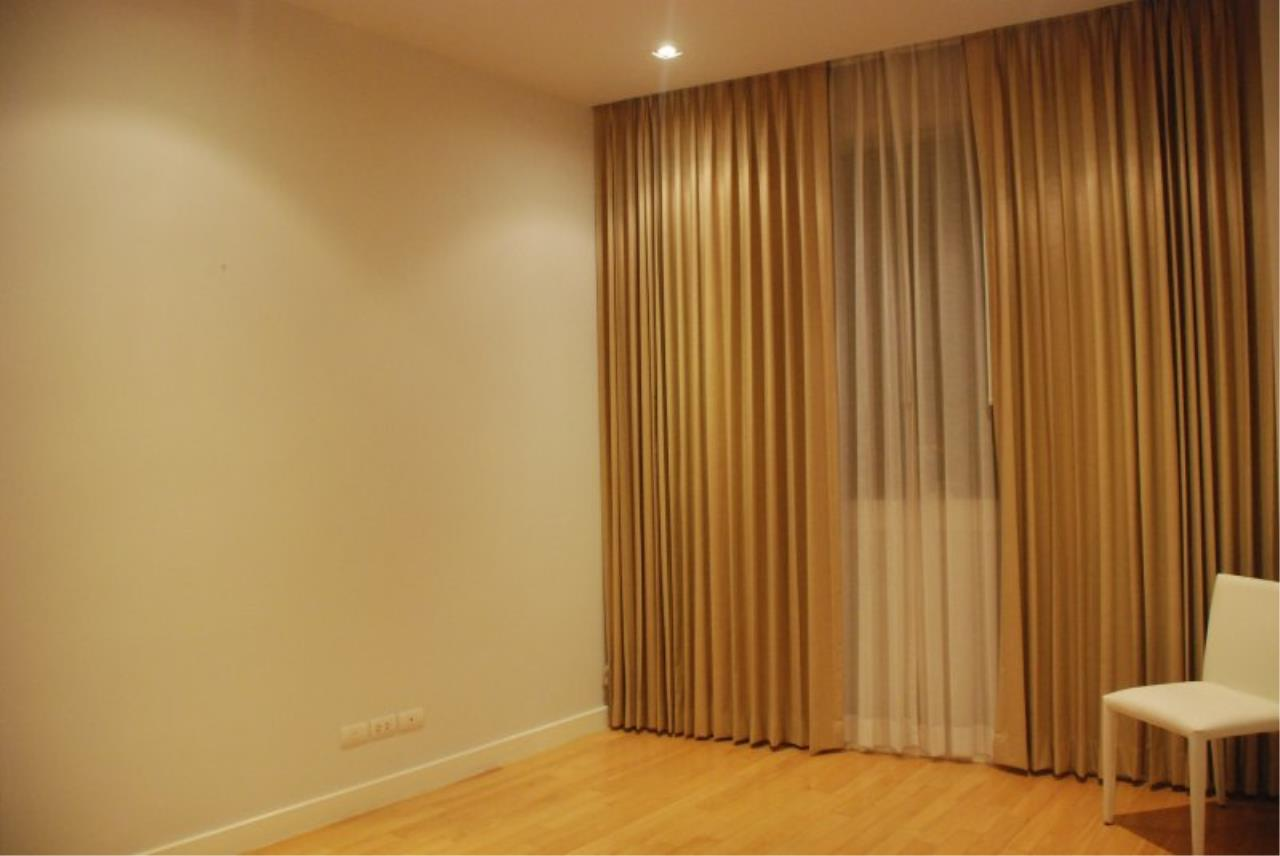 Piri Property Agency's Spacious 2 Bedrooms in the Millennium Residence for rent on high floor 4