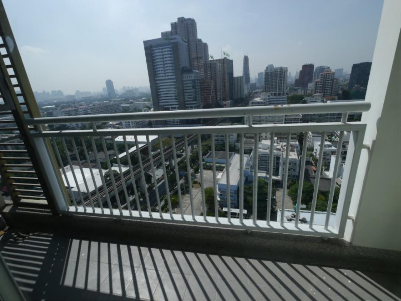 Piri Property Agency's Comfort 1 Bedroom in the Centric Scene Paholyothin 7 Condo for rent on high floor 5