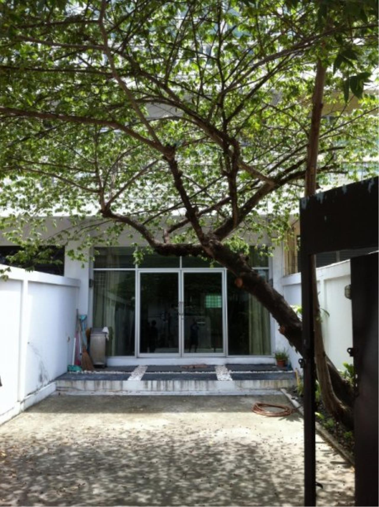 Piri Property Agency's Spacious 5 Bedrooms Townhouse in Sukumvit for rent 3