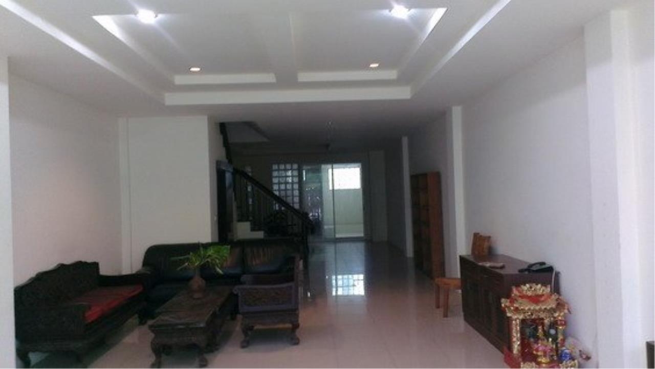 Piri Property Agency's Spacious 5 Bedrooms Townhouse in Sukumvit for rent 6