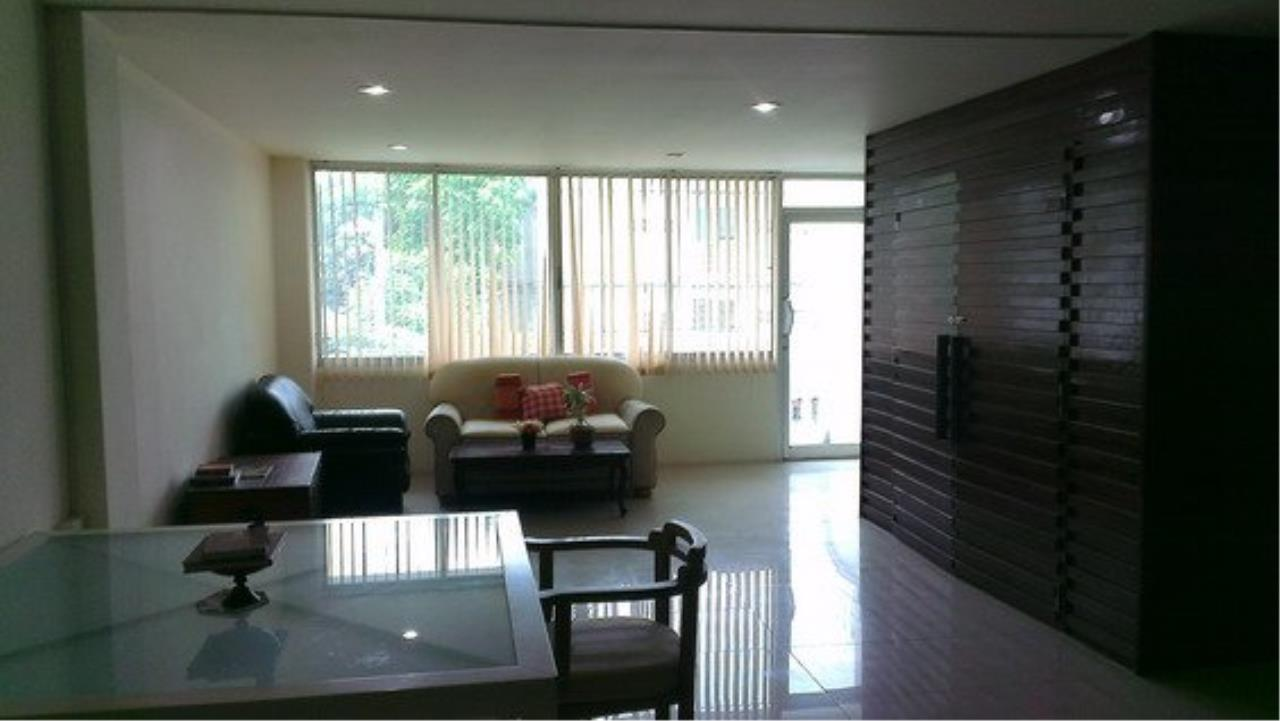 Piri Property Agency's Spacious 5 Bedrooms Townhouse in Sukumvit for rent 7