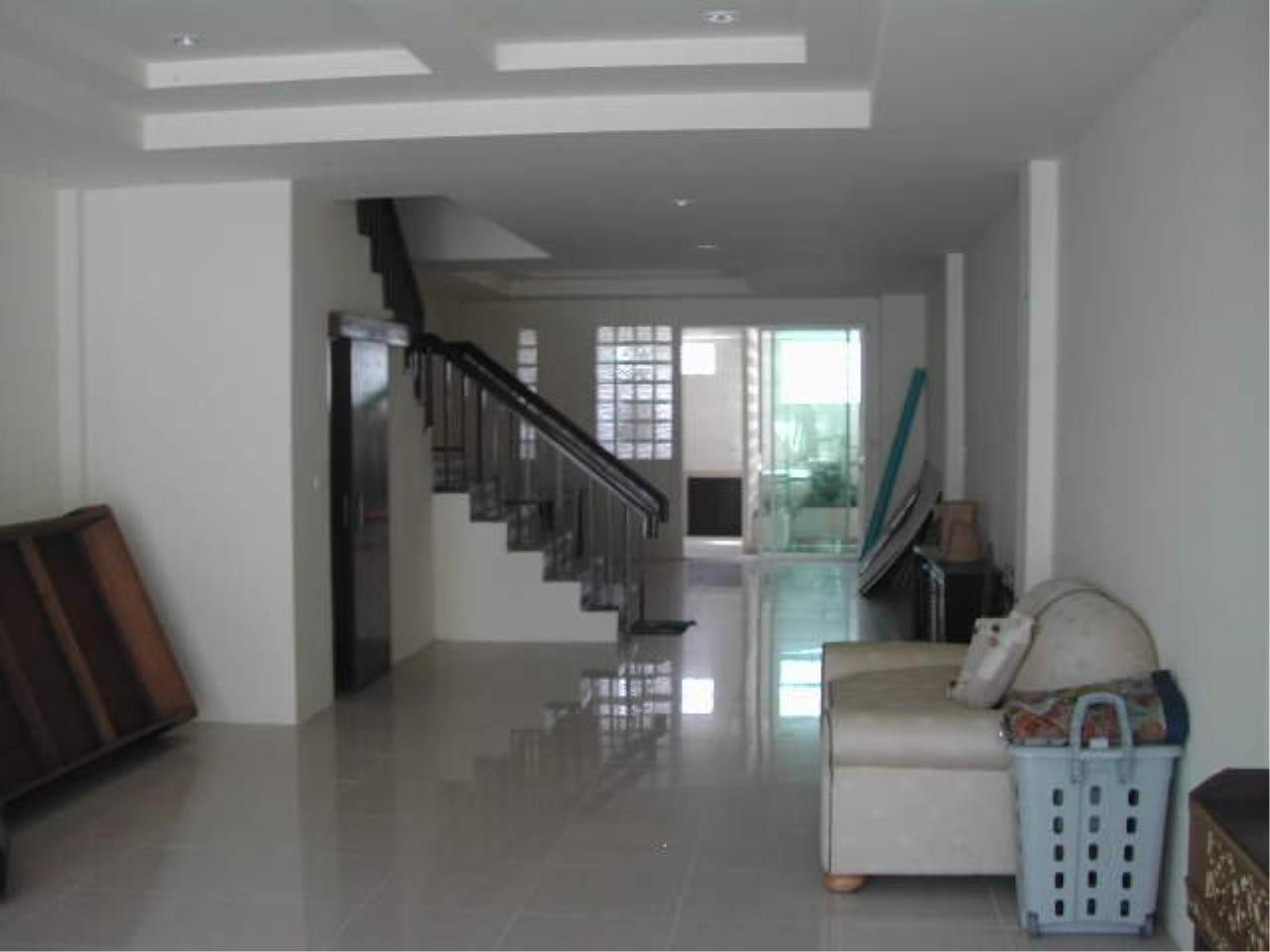 Piri Property Agency's Spacious 5 Bedrooms Townhouse in Sukumvit for rent 8