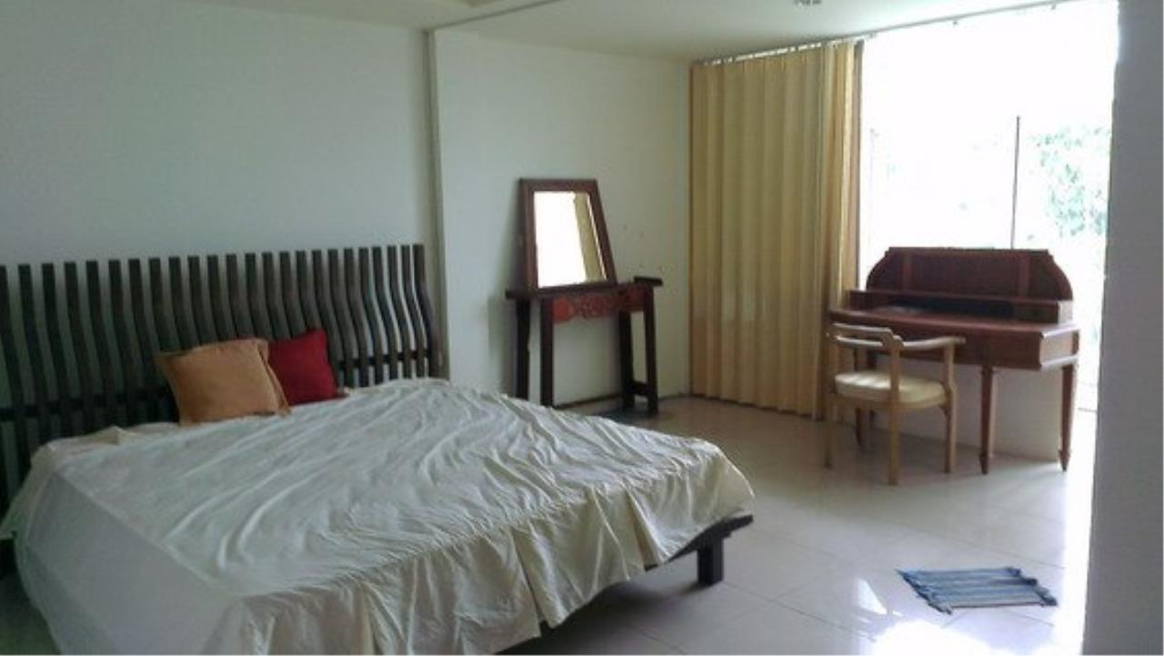 Piri Property Agency's Spacious 5 Bedrooms Townhouse in Sukumvit for sale 10
