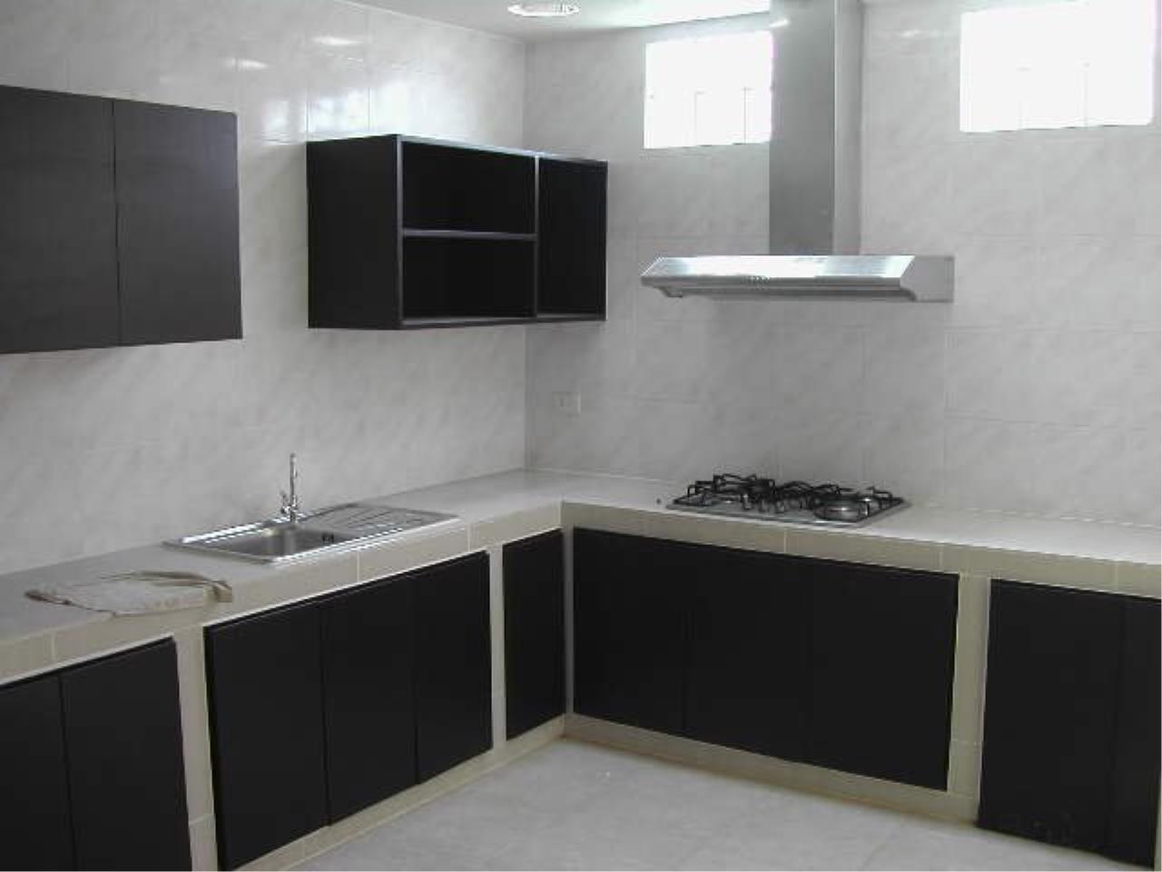 Piri Property Agency's Spacious 5 Bedrooms Townhouse in Sukumvit for sale 11