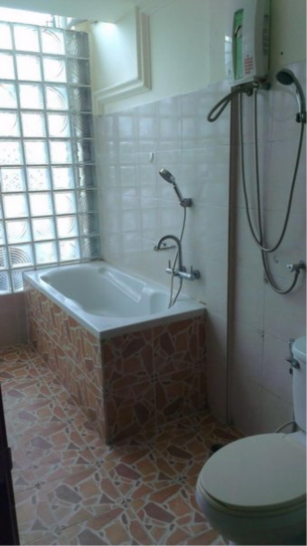 Piri Property Agency's Spacious 5 Bedrooms Townhouse in Sukumvit for sale 13