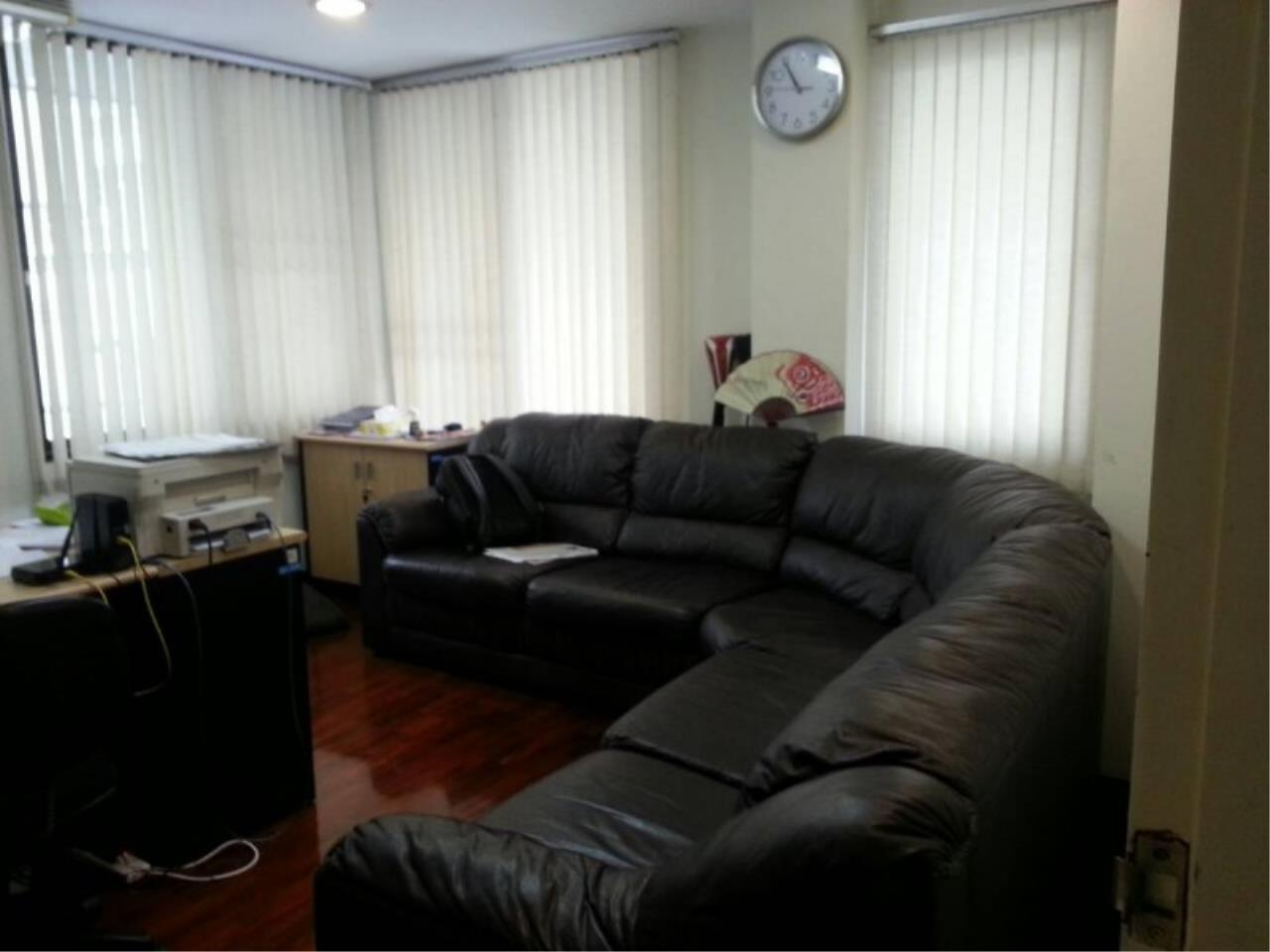 Piri Property Agency's Huge 5 Bedrooms in the Home Office Onnut Townhouse for rent on mid floor 6