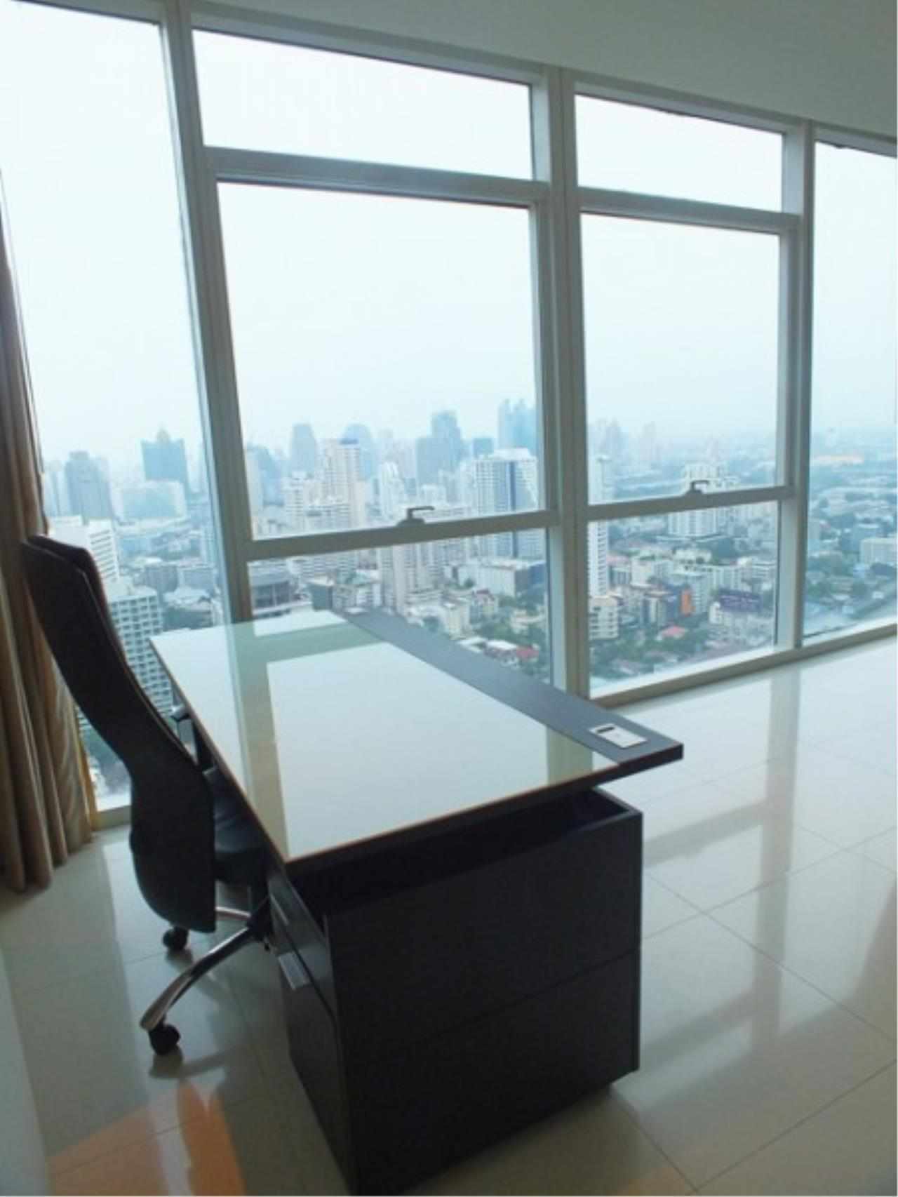 Piri Property Agency's 4 bedrooms Condo For Rent Athenee Residence 4