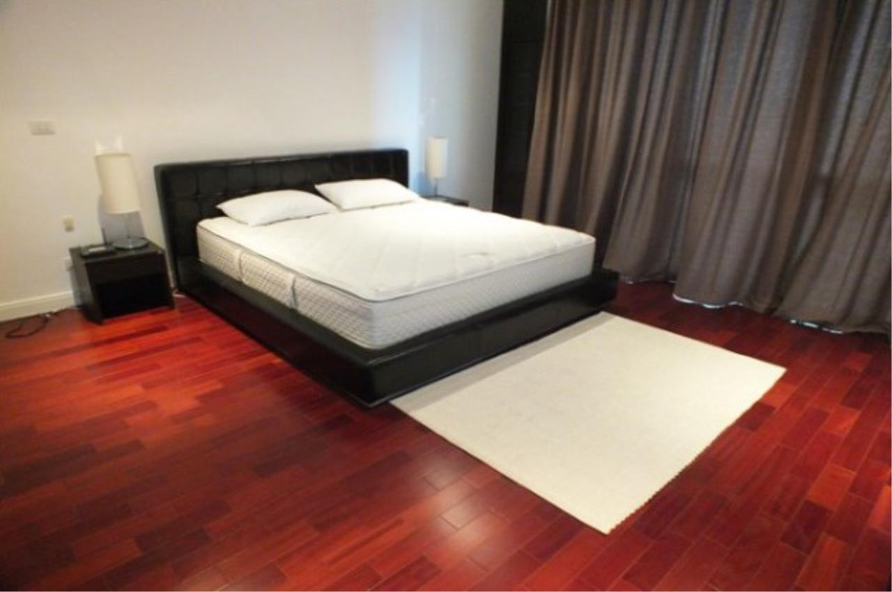 Piri Property Agency's 4 bedrooms Condo For Rent Athenee Residence 3