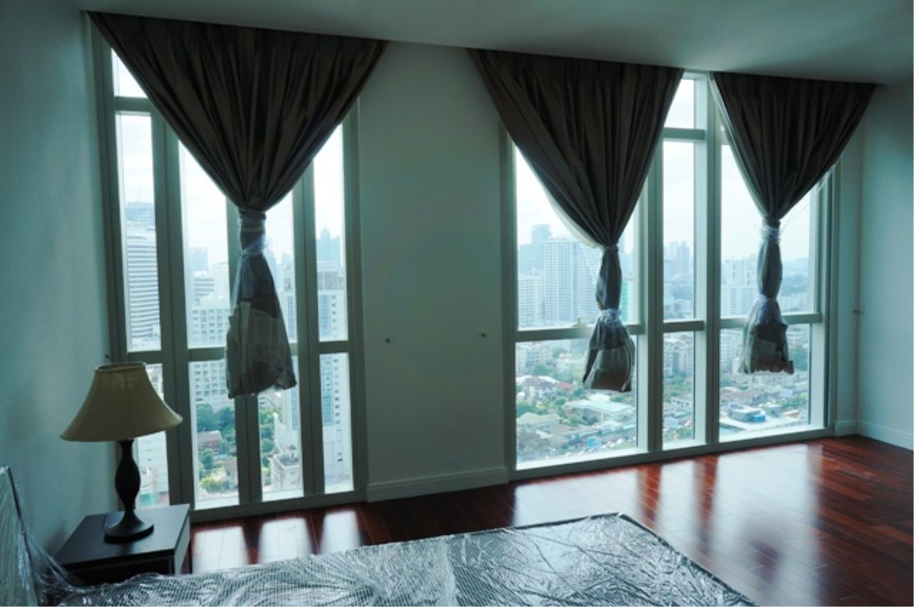 Piri Property Agency's 4 bedrooms Condo For Rent Athenee Residence 5