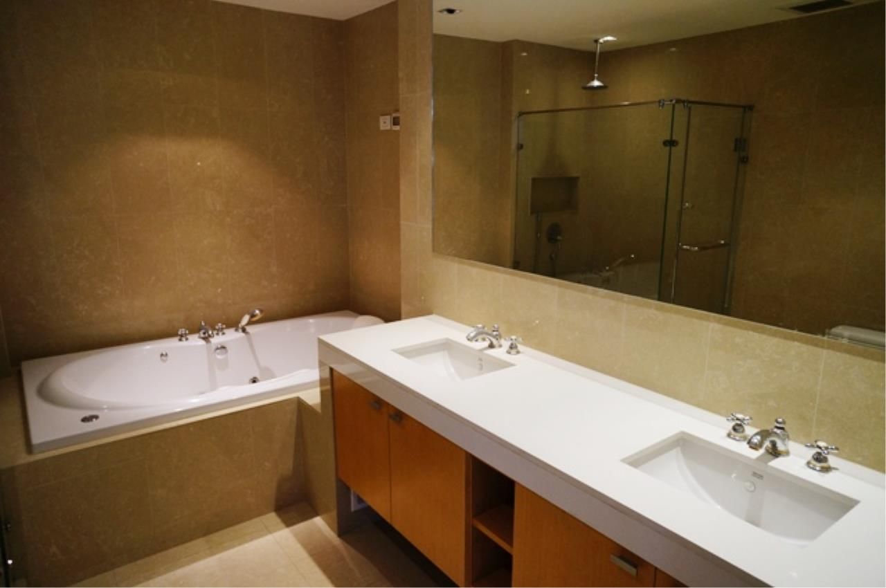 Piri Property Agency's 4 bedrooms Condo For Rent Athenee Residence 6