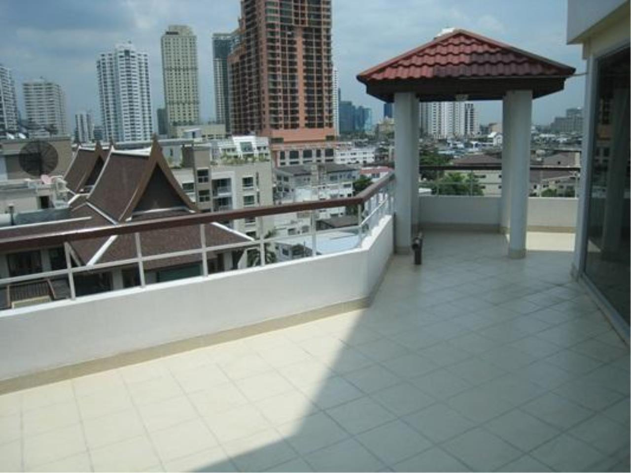 Piri Property Agency's 2 bedrooms  For Rent P.W.T Mansion 5