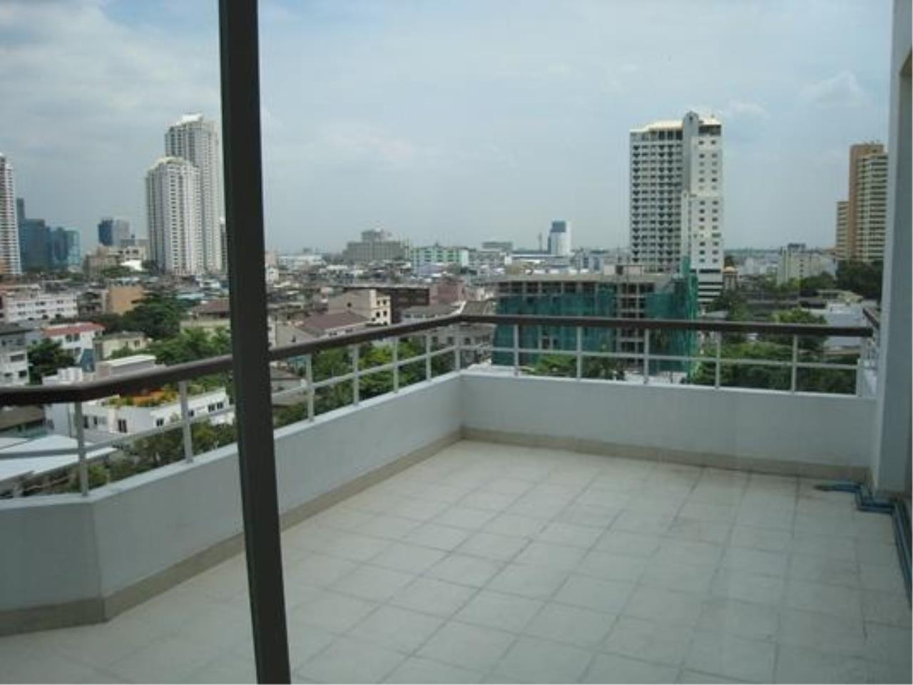 Piri Property Agency's 2 bedrooms  For Rent P.W.T Mansion 4