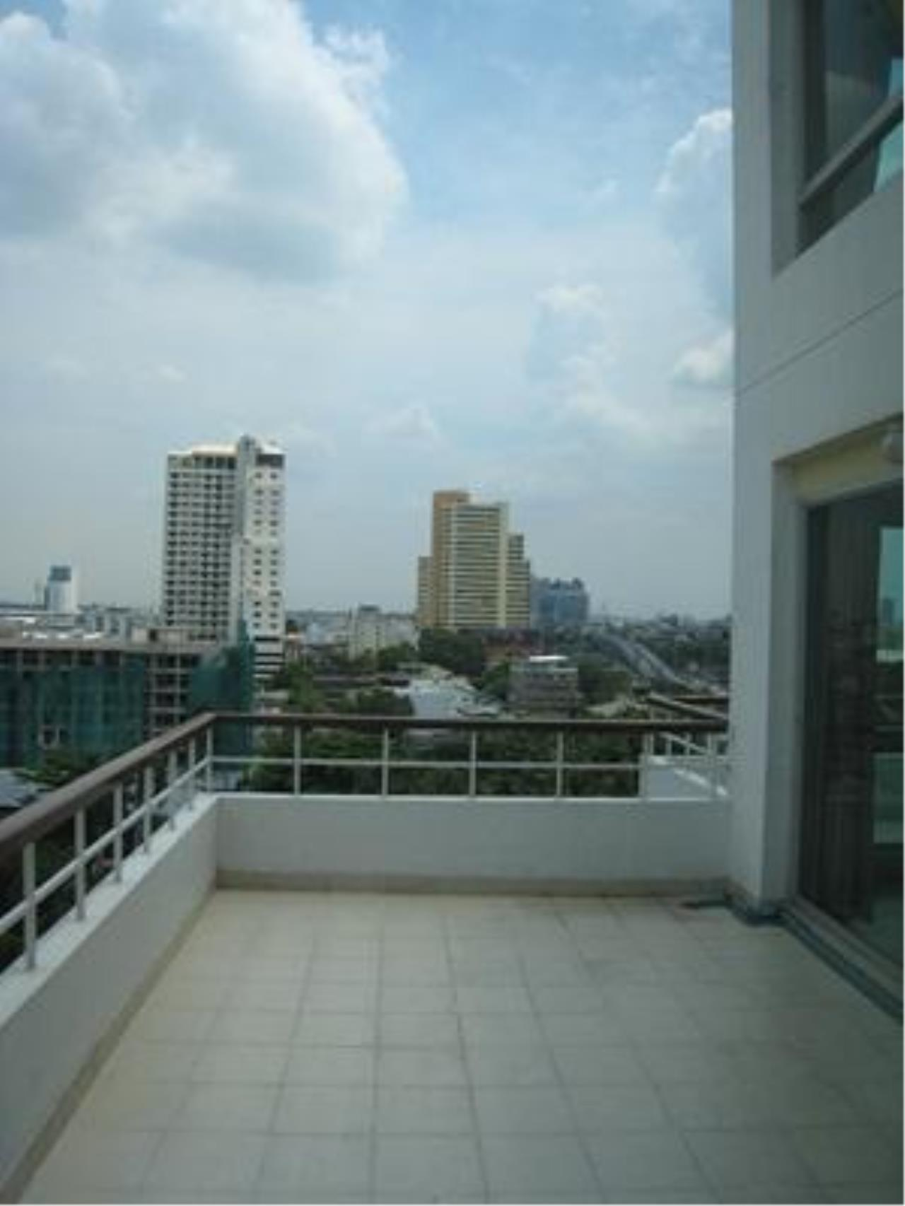 Piri Property Agency's 2 bedrooms  For Rent P.W.T Mansion 2