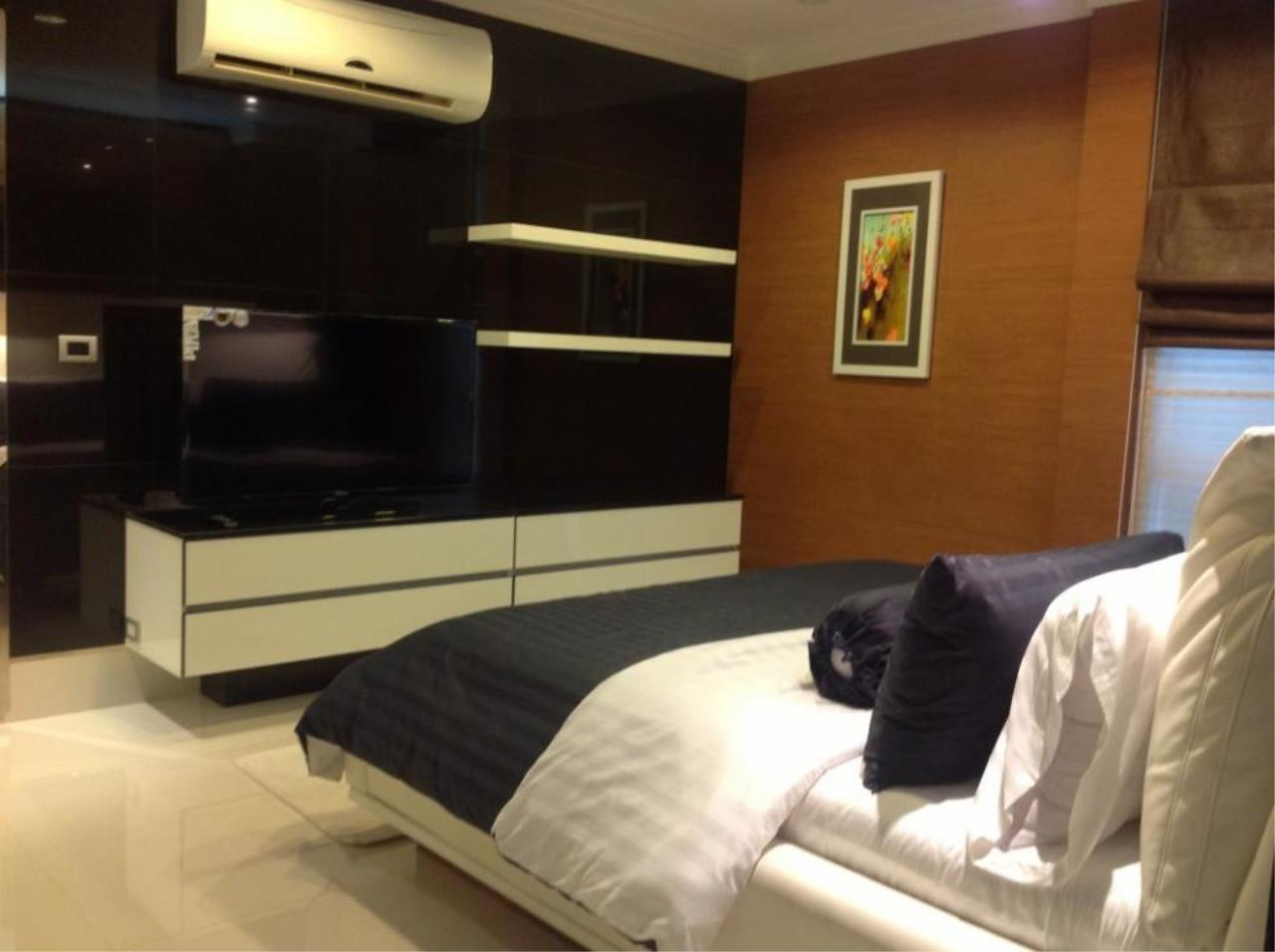 Piri Property Agency's one bedroom  For Rent The Master Centrium 9