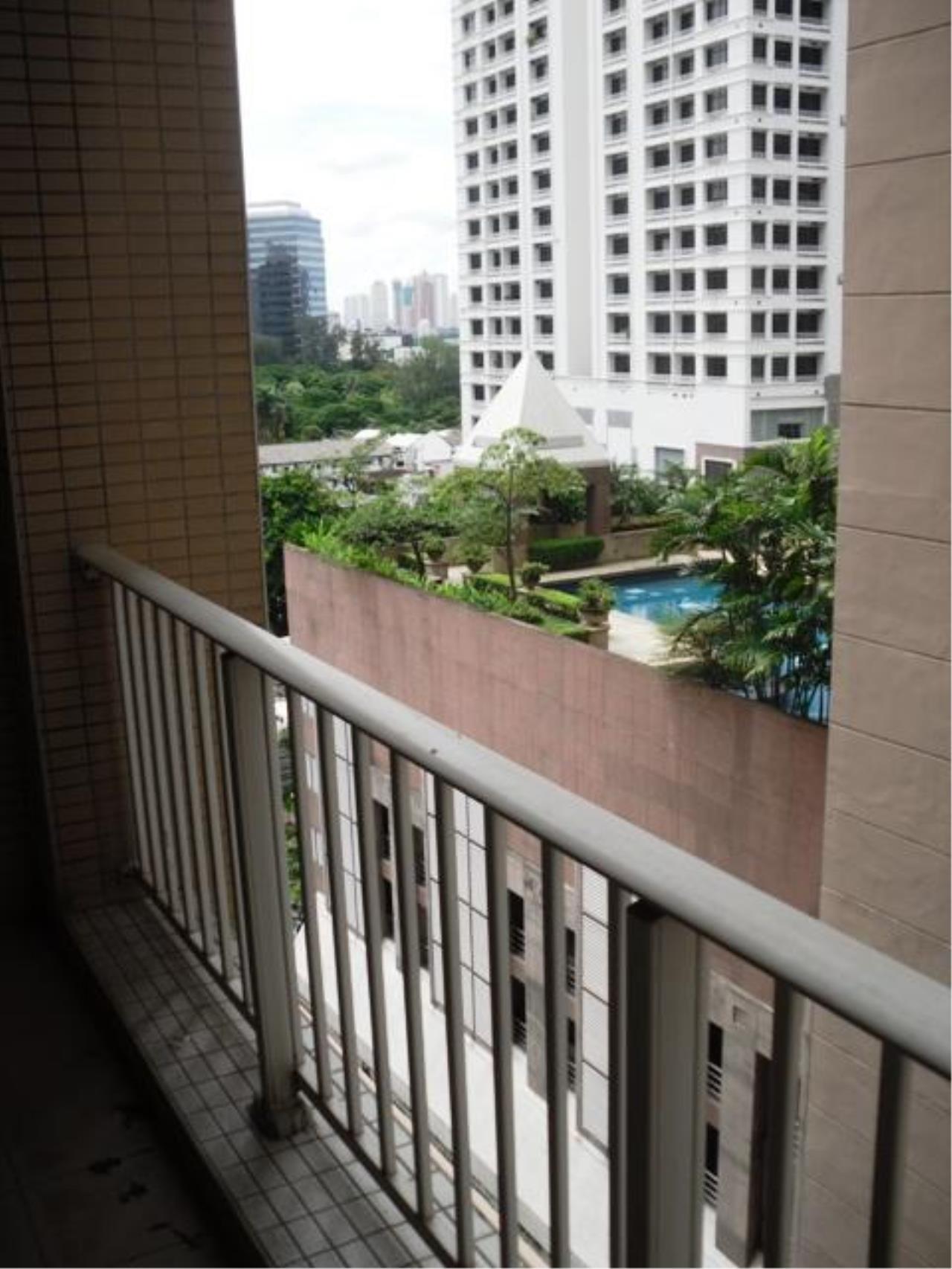 Piri Property Agency's one bedroom  For Rent Urbana Langsuan 16
