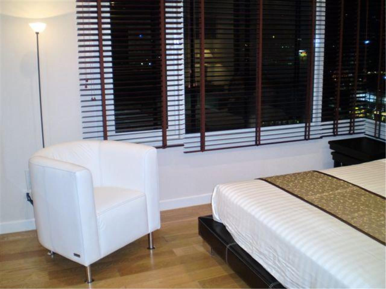 Piri Property Agency's 2 bedrooms  For Rent Manhattan Chidlom 1
