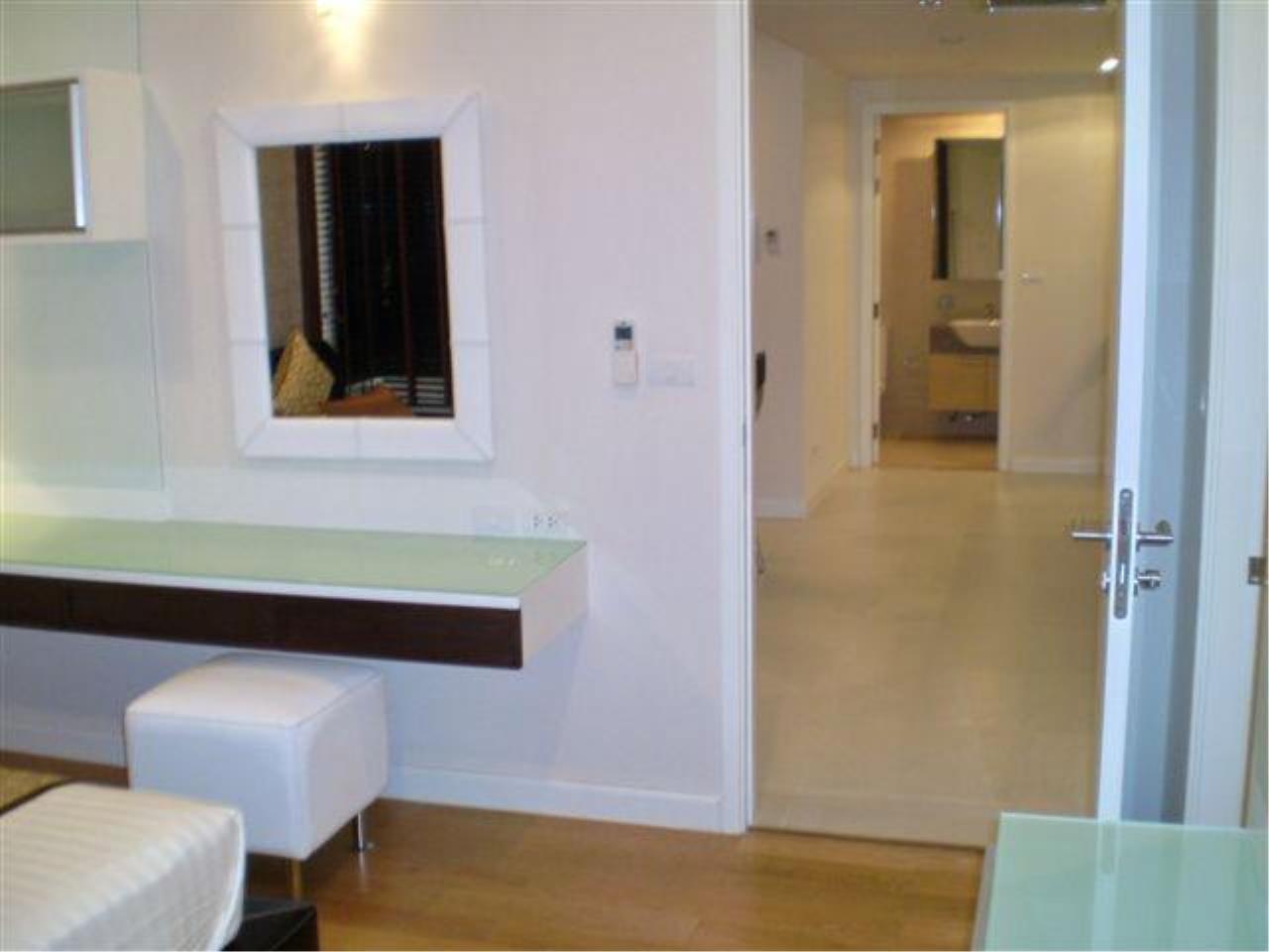 Piri Property Agency's 2 bedrooms  For Rent Manhattan Chidlom 6