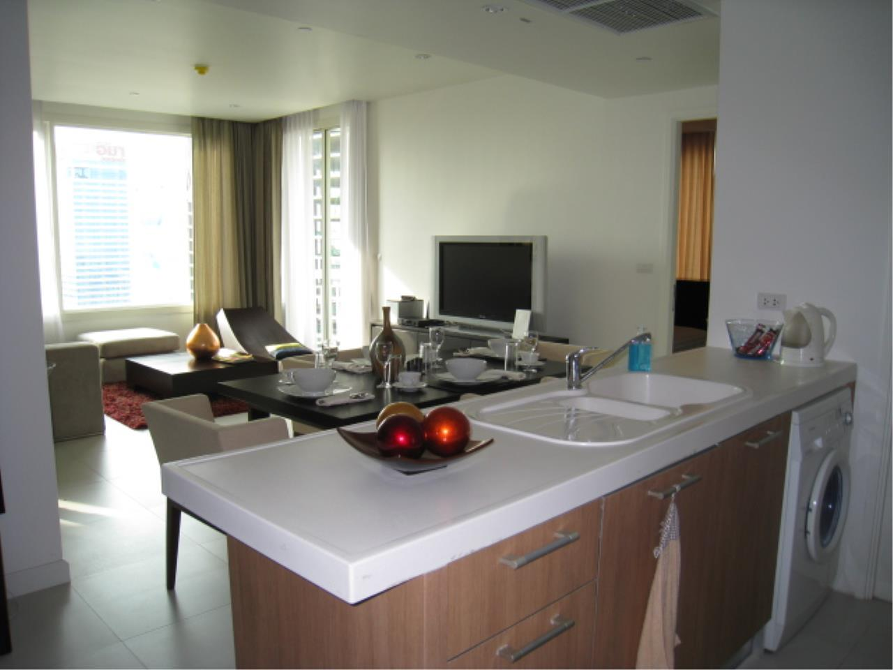 Piri Property Agency's 2 bedrooms  For Rent Manhattan Chidlom 7