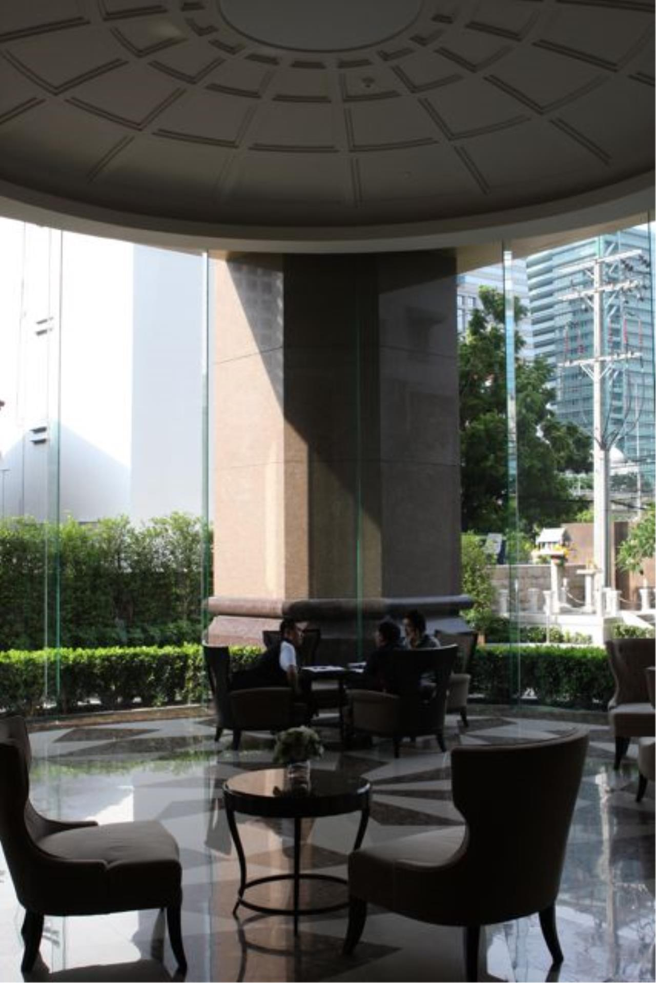 Piri Property Agency's one bedroom  For Rent The Empire Place Sathorn 4