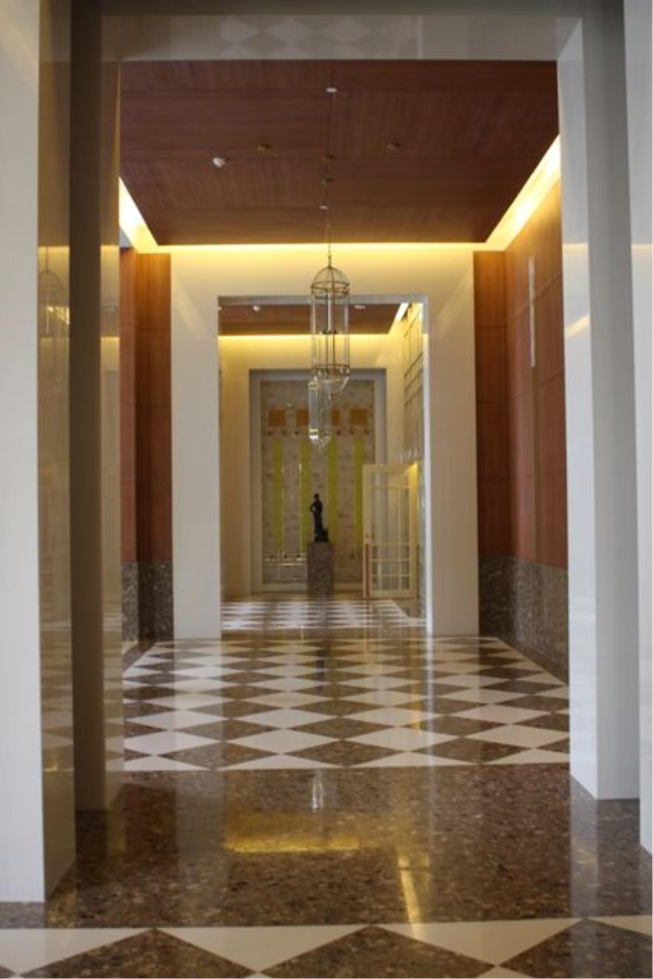 Piri Property Agency's one bedroom  For Rent The Empire Place Sathorn 5