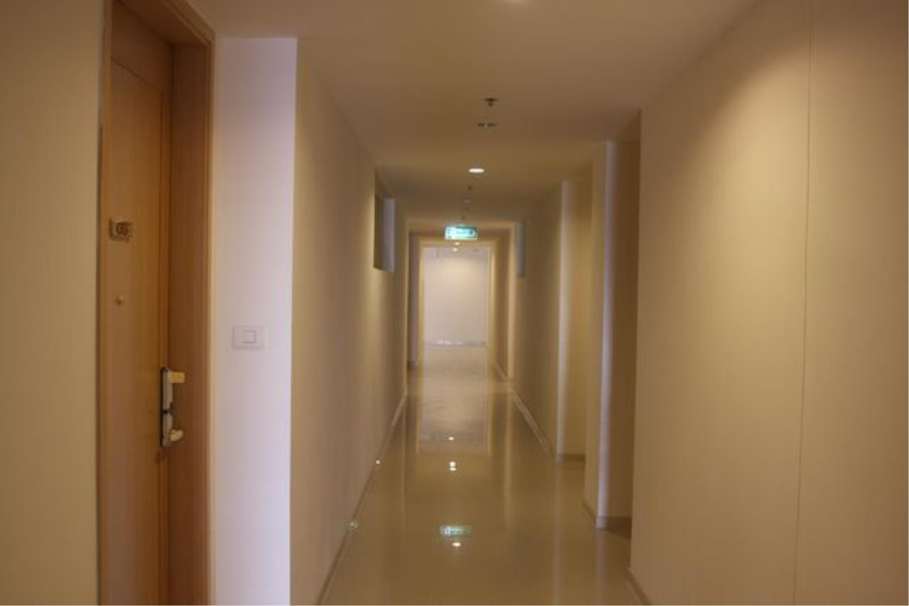 Piri Property Agency's one bedroom  For Rent The Empire Place Sathorn 6