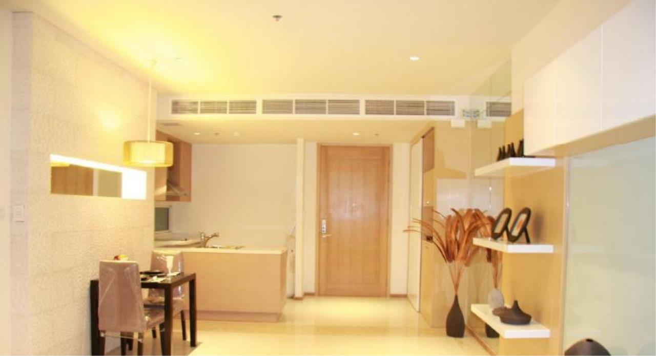 Piri Property Agency's one bedroom  For Rent The Empire Place Sathorn 10