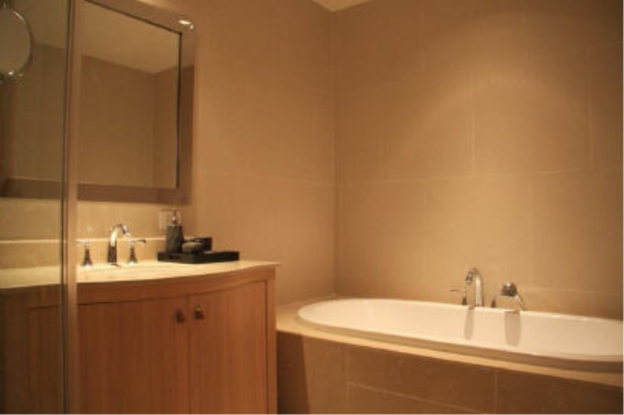 Piri Property Agency's one bedroom  For Rent The Empire Place Sathorn 12