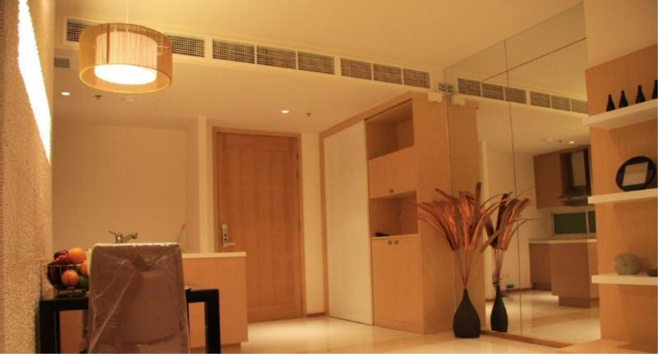 Piri Property Agency's one bedroom  For Rent The Empire Place Sathorn 15