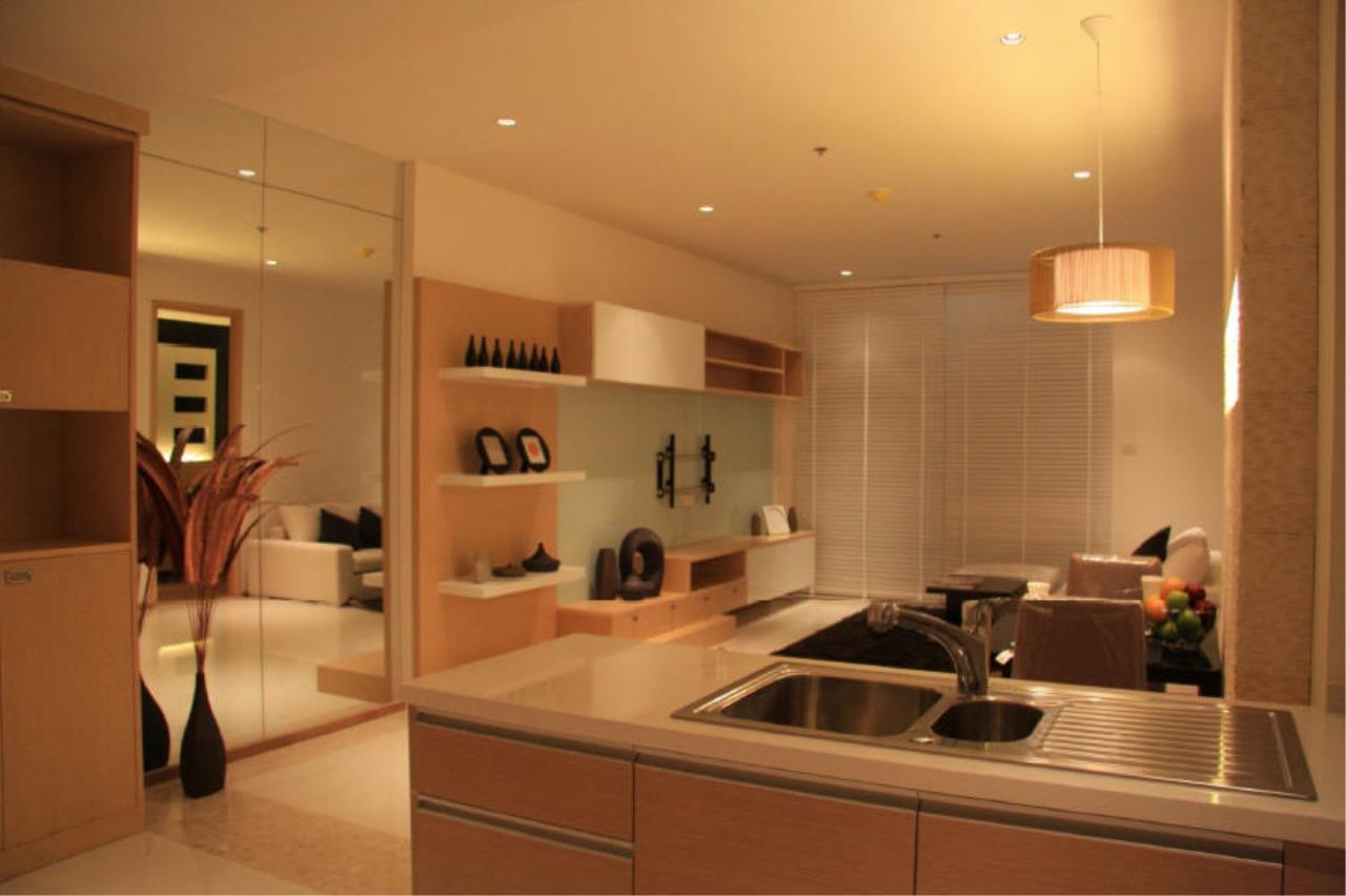 Piri Property Agency's one bedroom  For Rent The Empire Place Sathorn 18