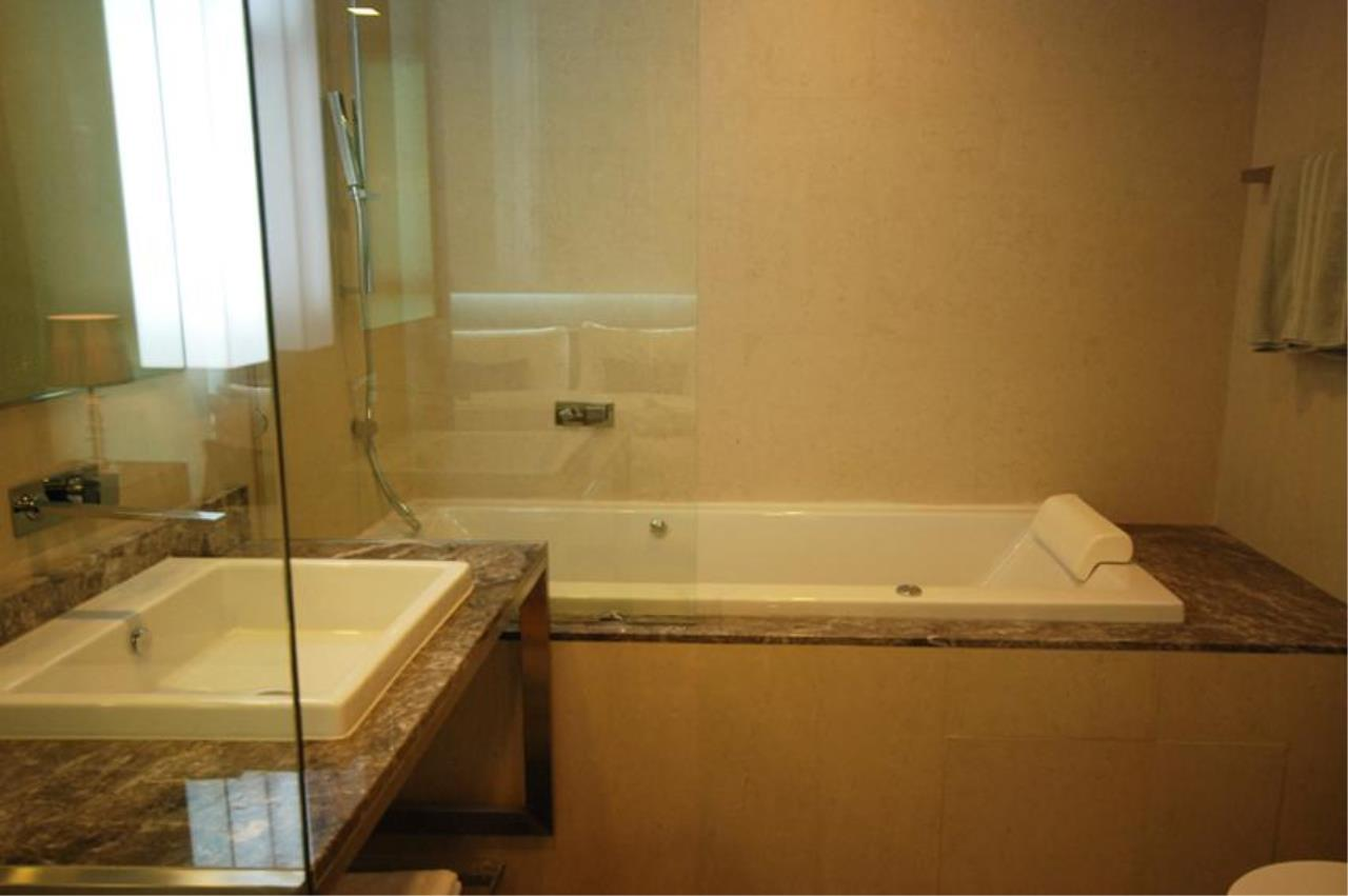 Piri Property Agency's one bedroom  For Rent Quad Silom 7