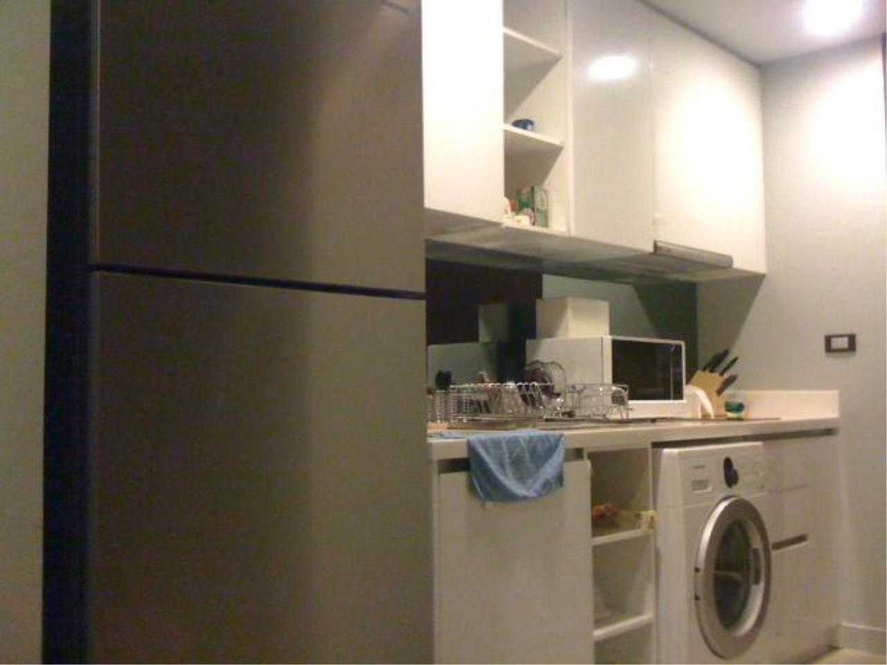 Piri Property Agency's one bedroom  For Rent Quad Silom 3