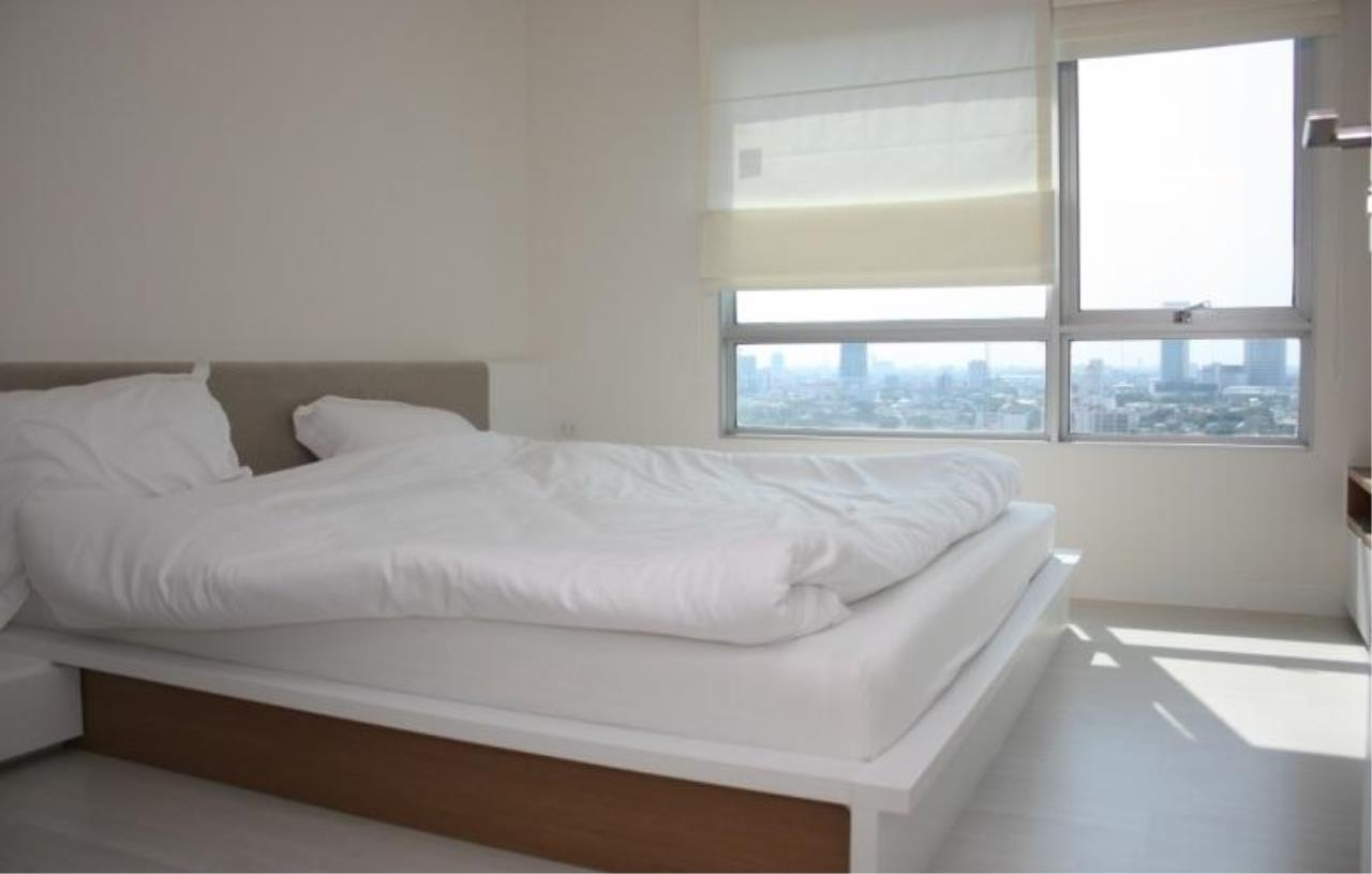 Piri Property Agency's 2 bedrooms  For Sale The Room Ratchada - Ladprao 3