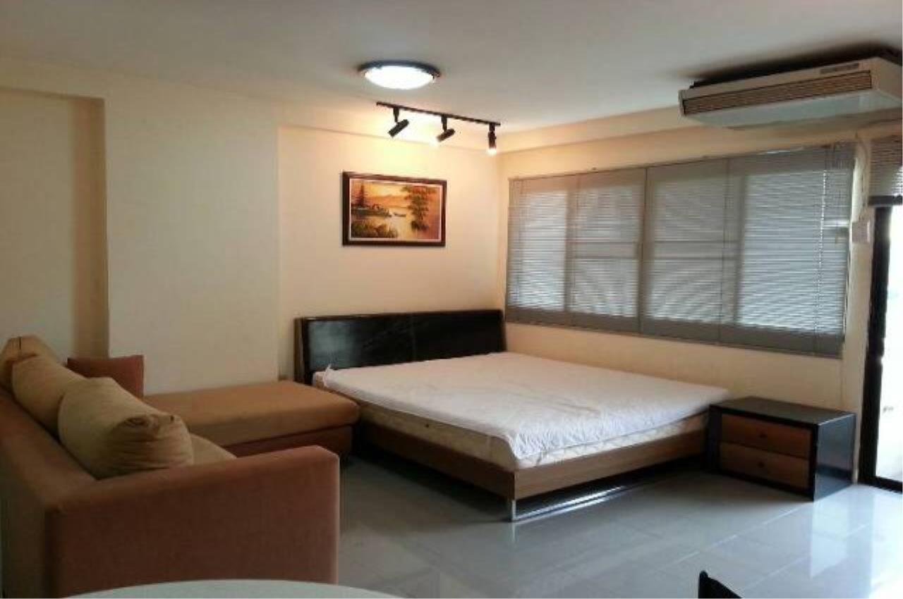 Piri Property Agency's Studio bedrooms  For Rent Saranjai Mansion 1