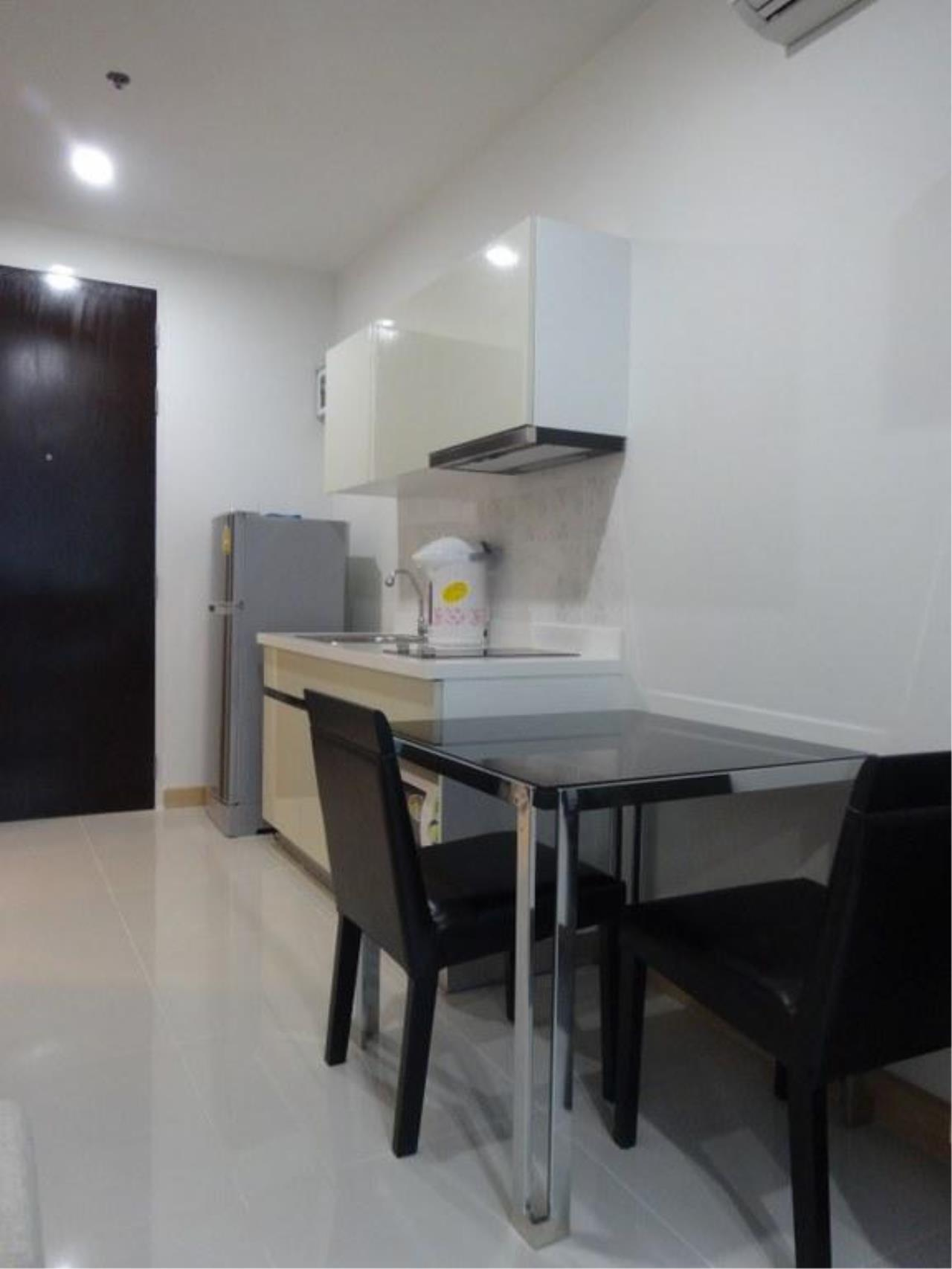 Piri Property Agency's one bedroom  For Rent The President Onnut 9