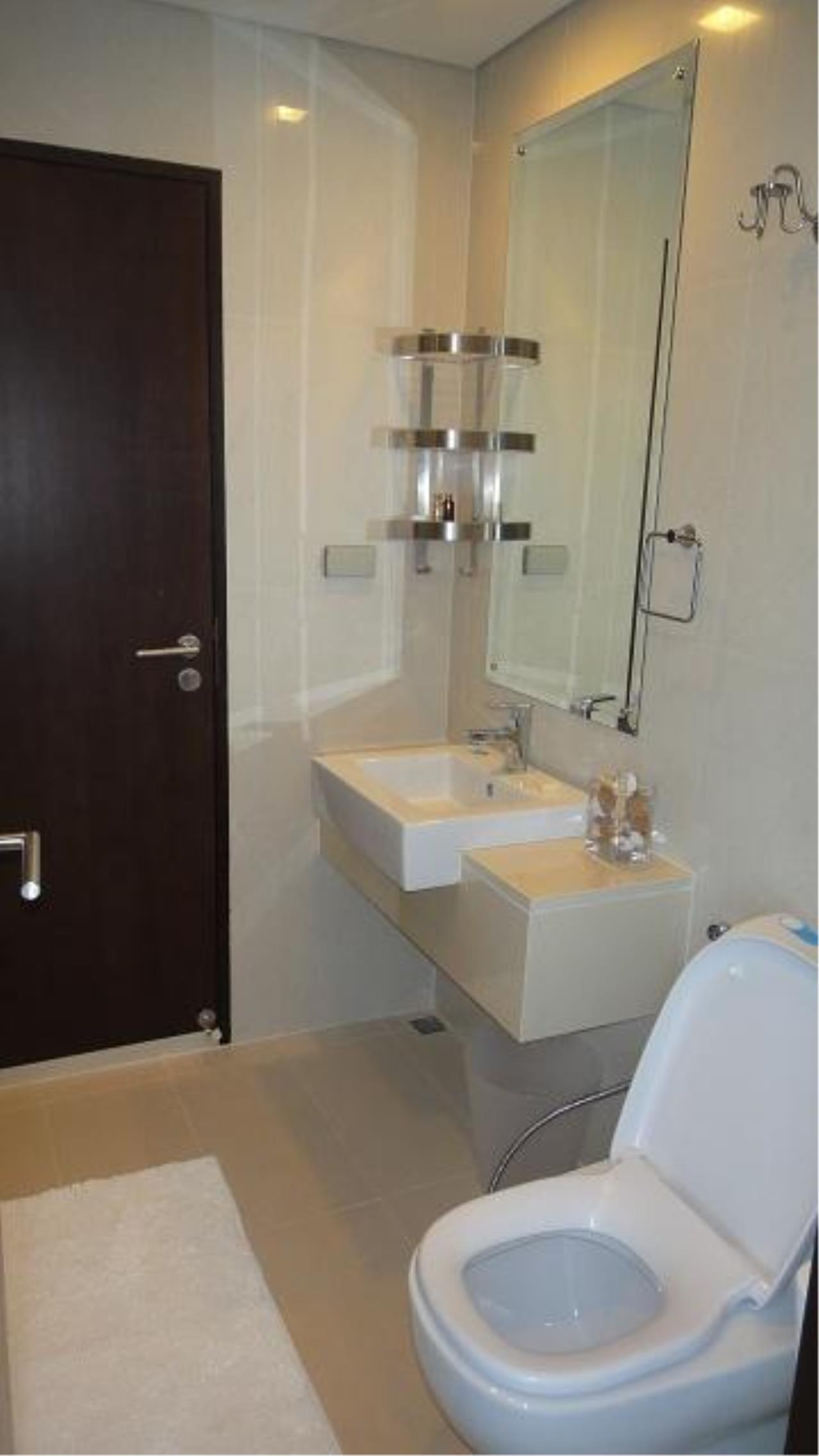 Piri Property Agency's one bedroom  For Rent Le Luk Condominium 7