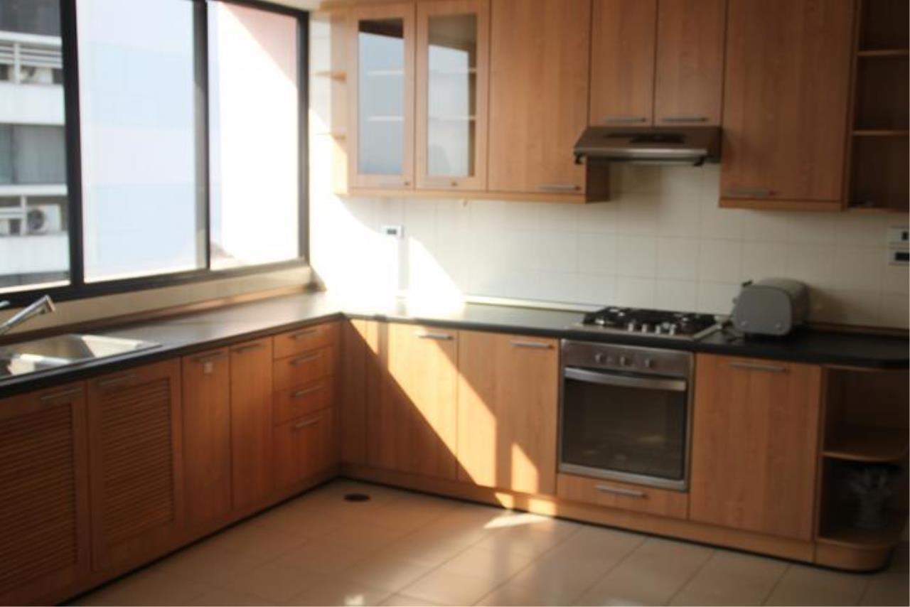 Piri Property Agency's 5+ bedrooms  For Rent President Park Condominium 10