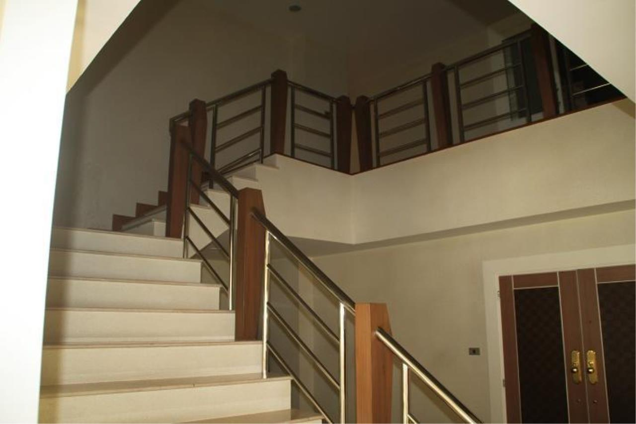 Piri Property Agency's 5+ bedrooms  For Rent President Park Condominium 11