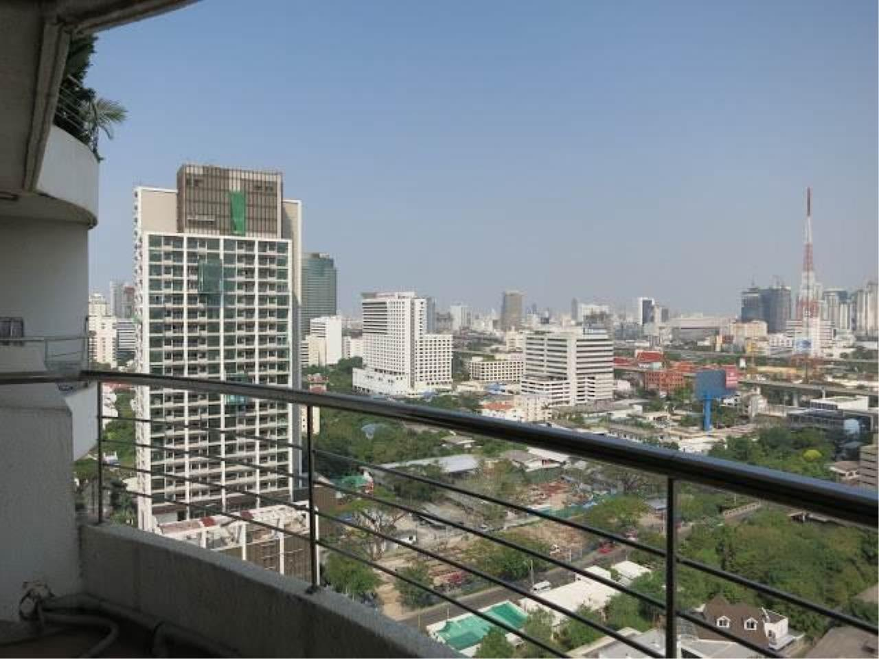 Piri Property Agency's 2 bedrooms  For Rent Supalai Place Sukhumvit 39 10